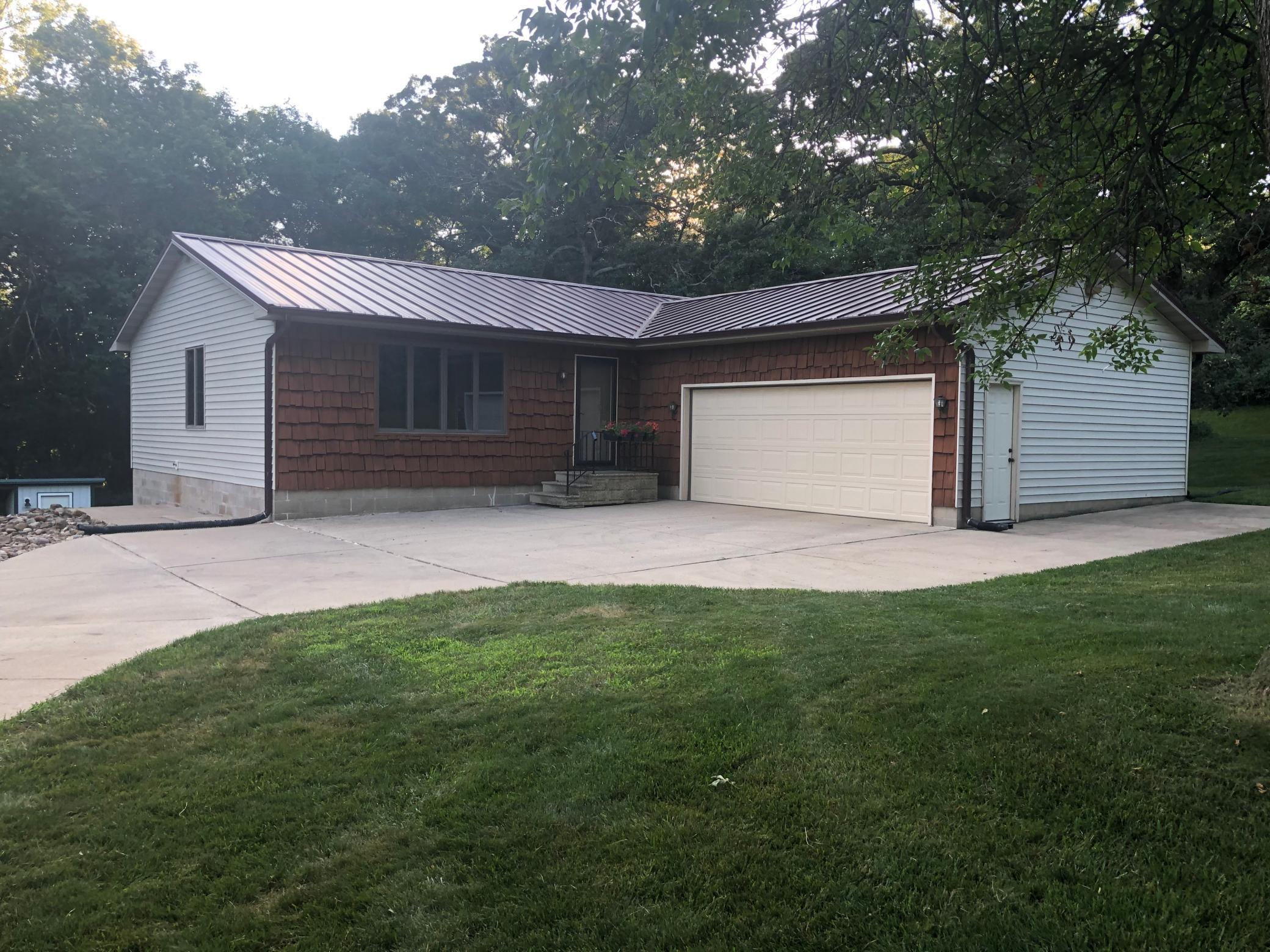 22137 733rd Avenue Property Photo