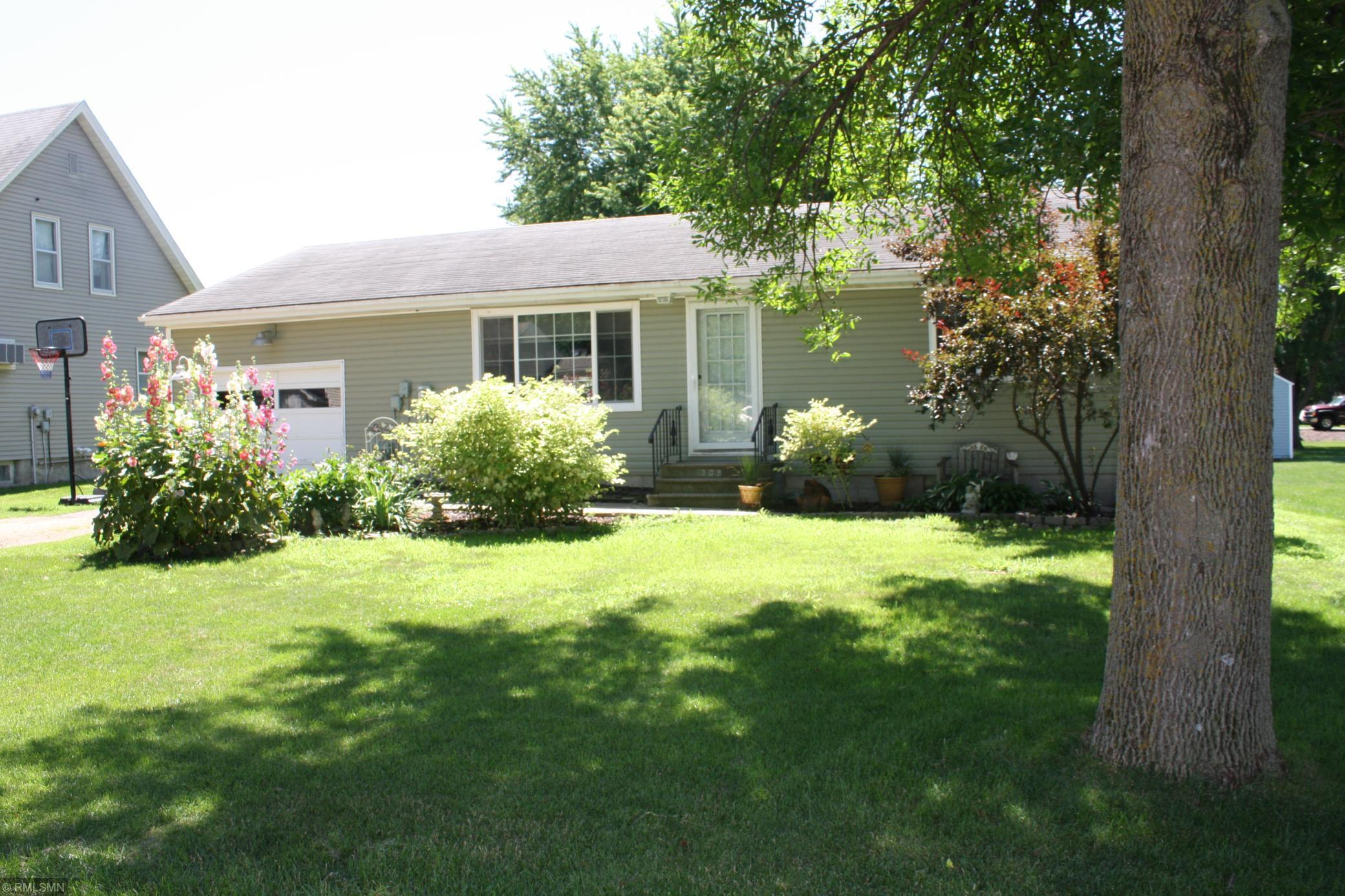 309 E South Property Photo - Janesville, MN real estate listing