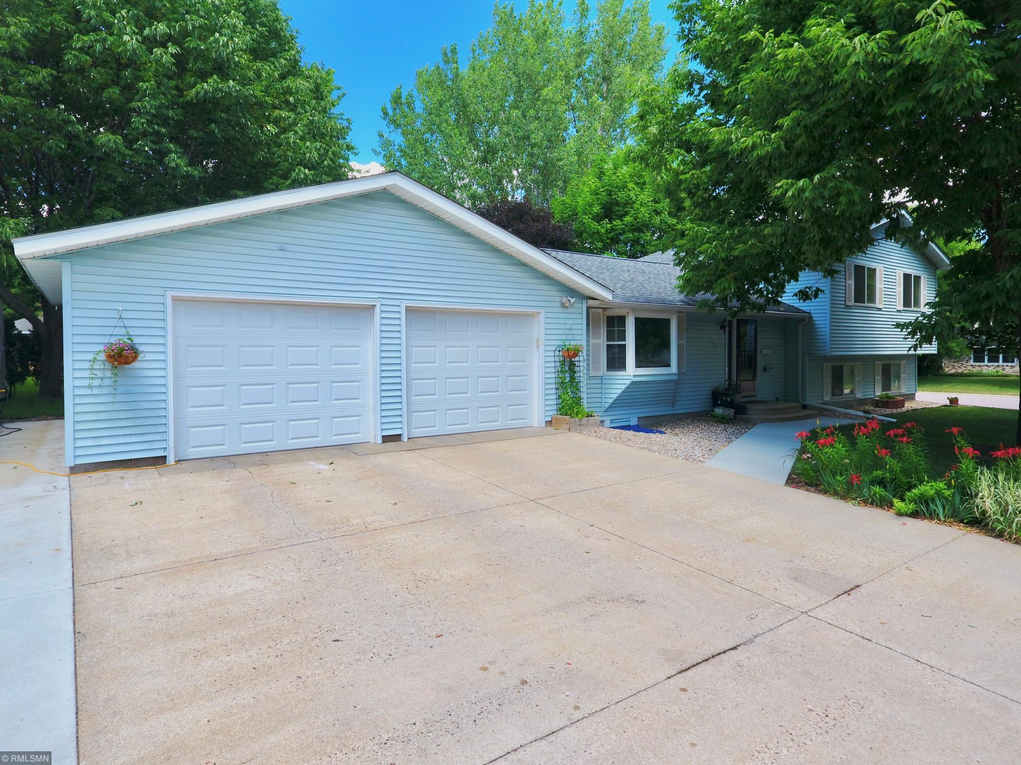 1702 Mission Lane Property Photo - Saint Peter, MN real estate listing