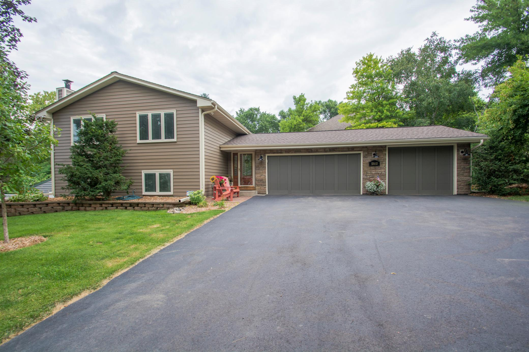 10610 30th Avenue N Property Photo - Plymouth, MN real estate listing