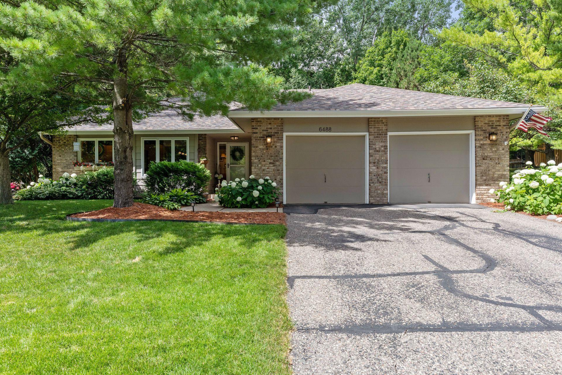 6488 Mere Drive Property Photo - Eden Prairie, MN real estate listing