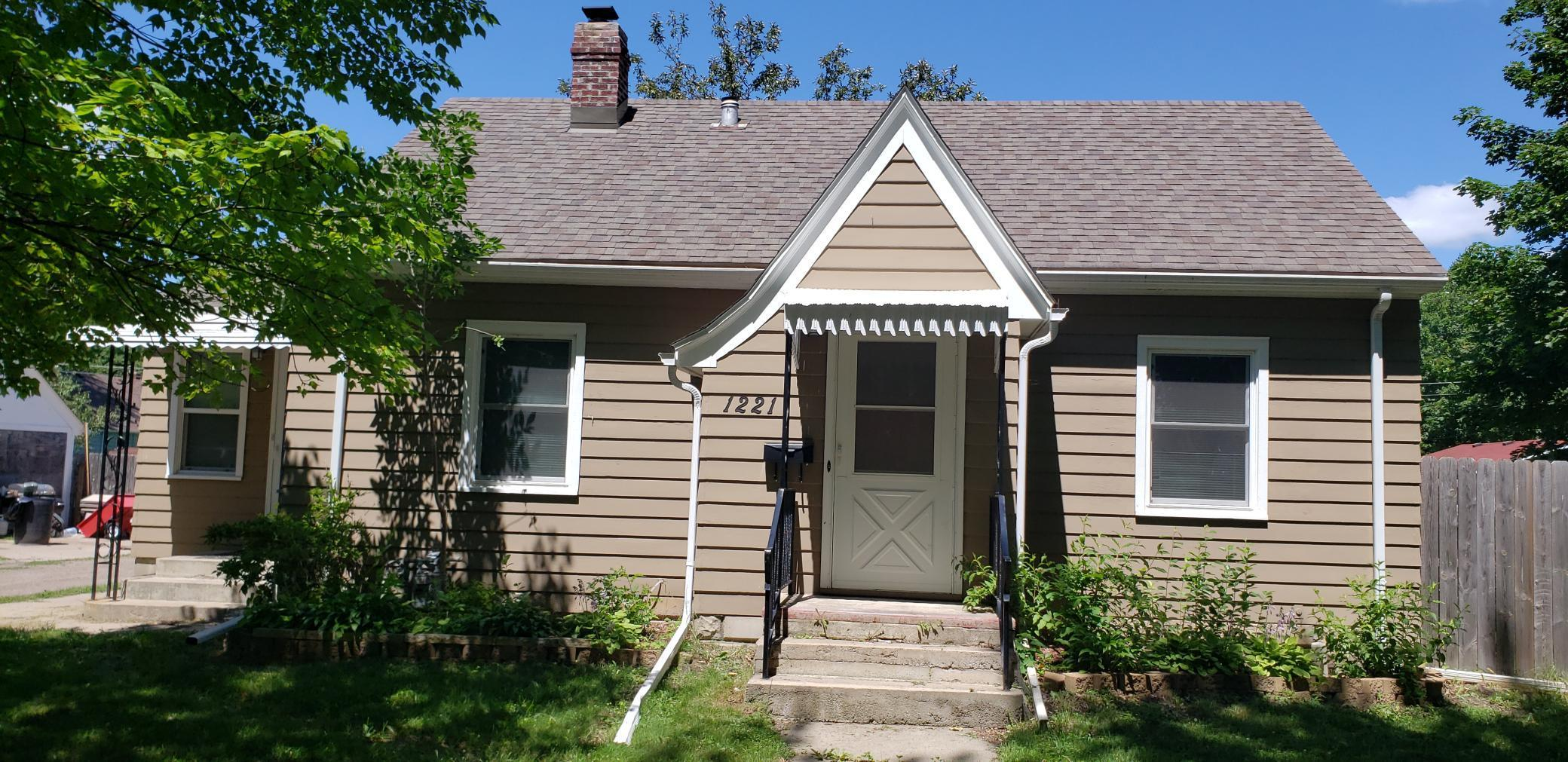 1221 13th E Property Photo - Glencoe, MN real estate listing