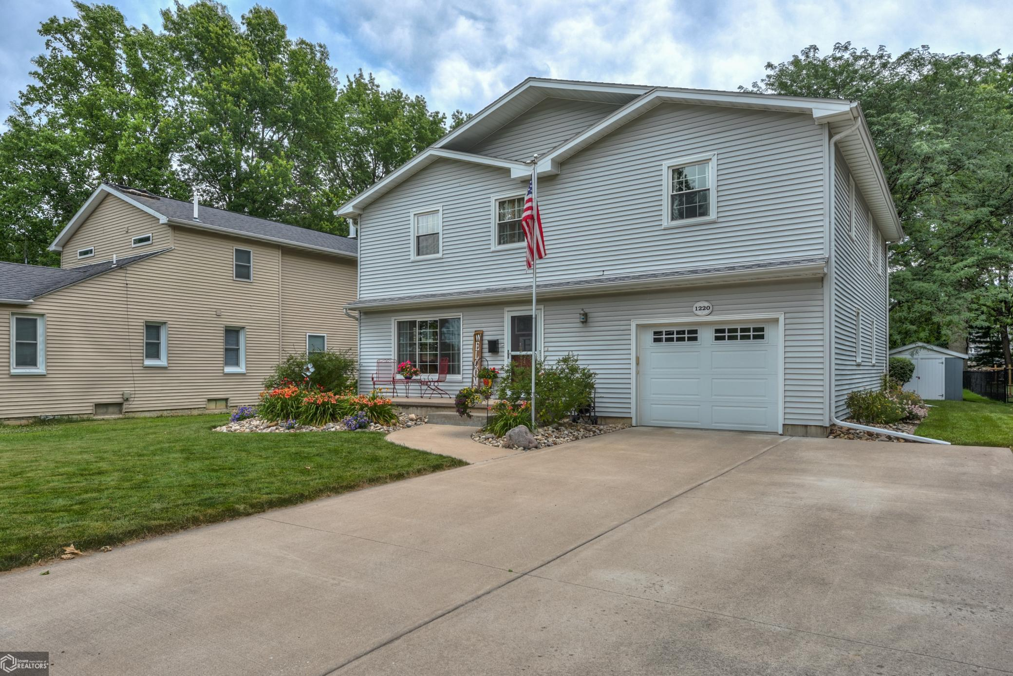 1220 Hagemann Property Photo - Burlington, IA real estate listing