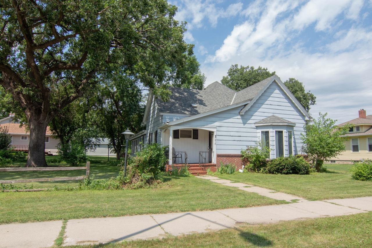 311 N Main Street Property Photo - Lake Crystal, MN real estate listing