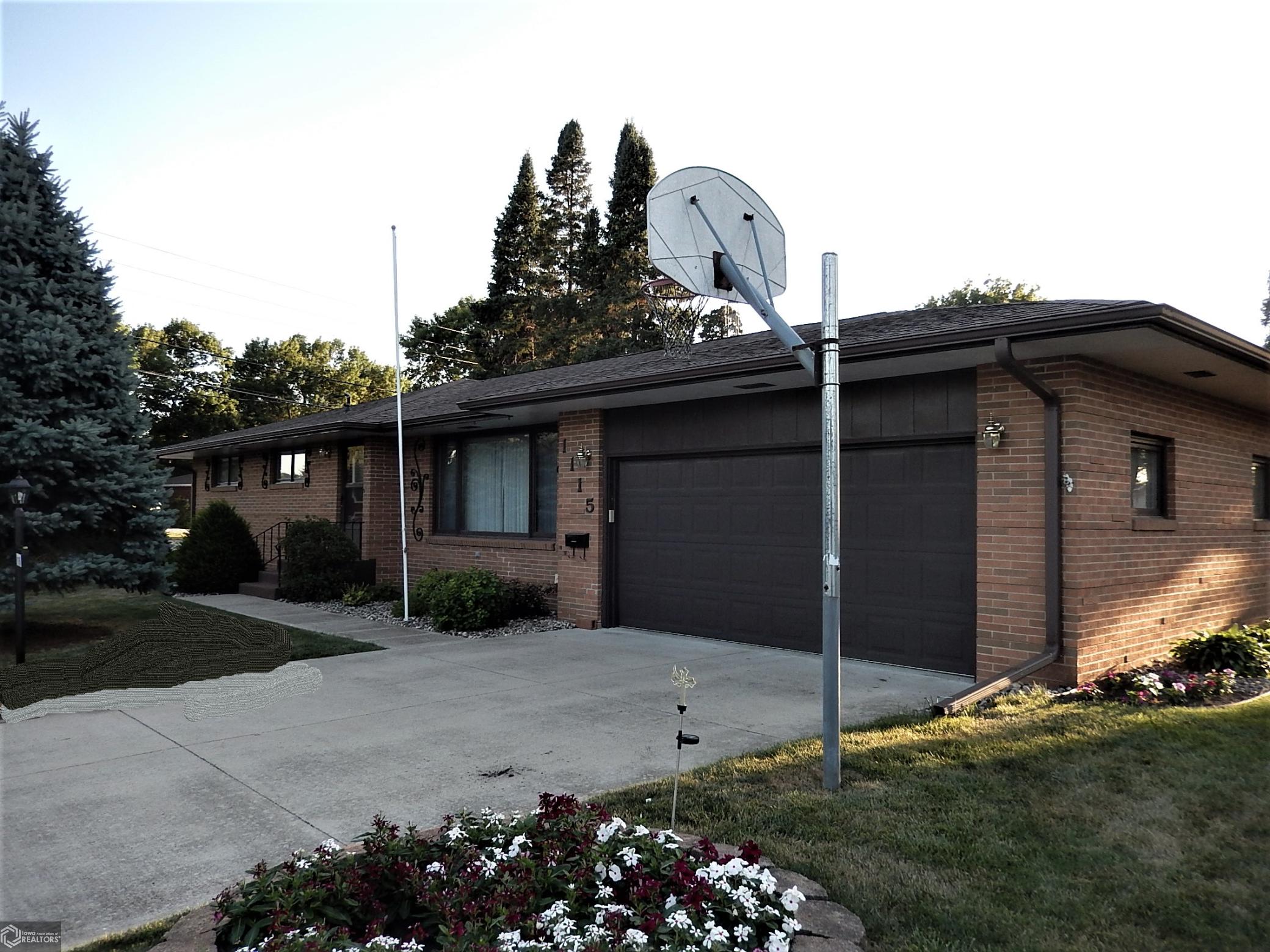 1115 Sumner Ave SW Property Photo - Humboldt, IA real estate listing