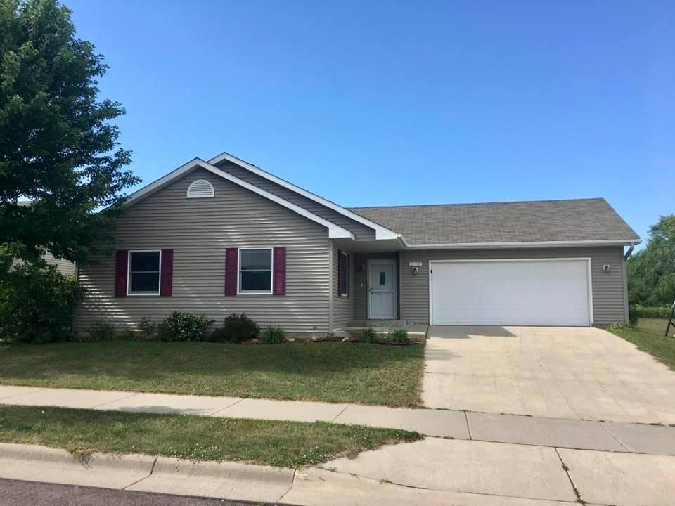 2123 Bunker Lane Property Photo - Saint Peter, MN real estate listing