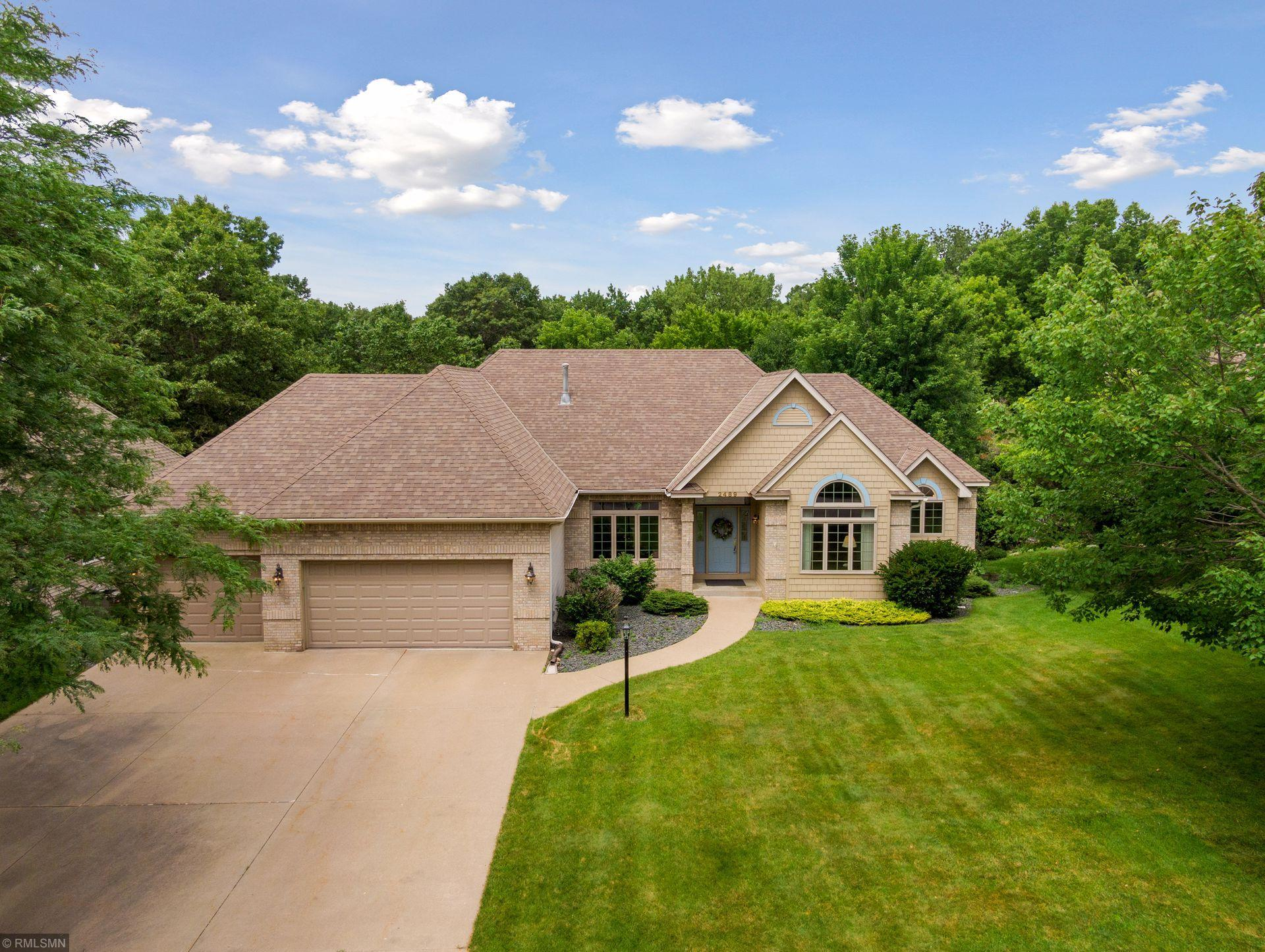 2489 Hillwood Drive E Property Photo - Maplewood, MN real estate listing