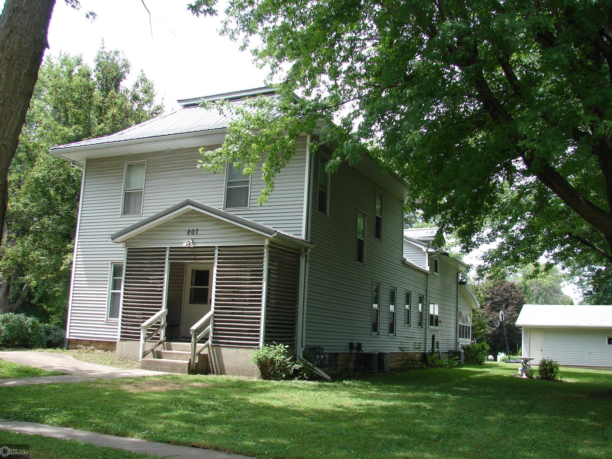 807 Broadway Property Photo - Mount Pleasant, IA real estate listing