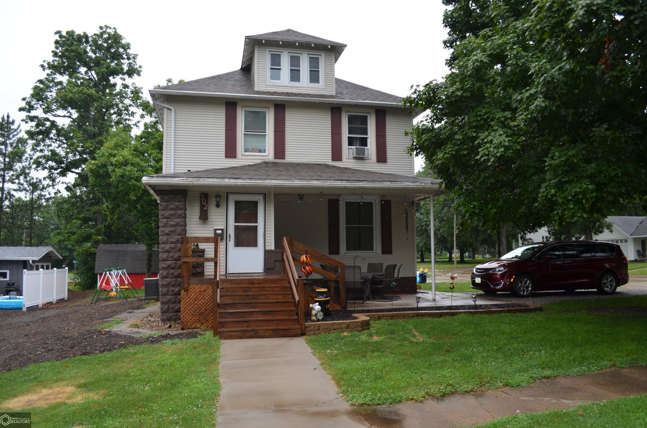 702 Hickory Property Photo - Sigourney, IA real estate listing