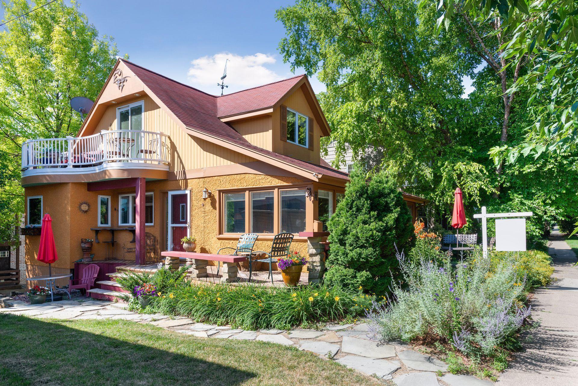 9 Center Street Property Photo - Excelsior, MN real estate listing