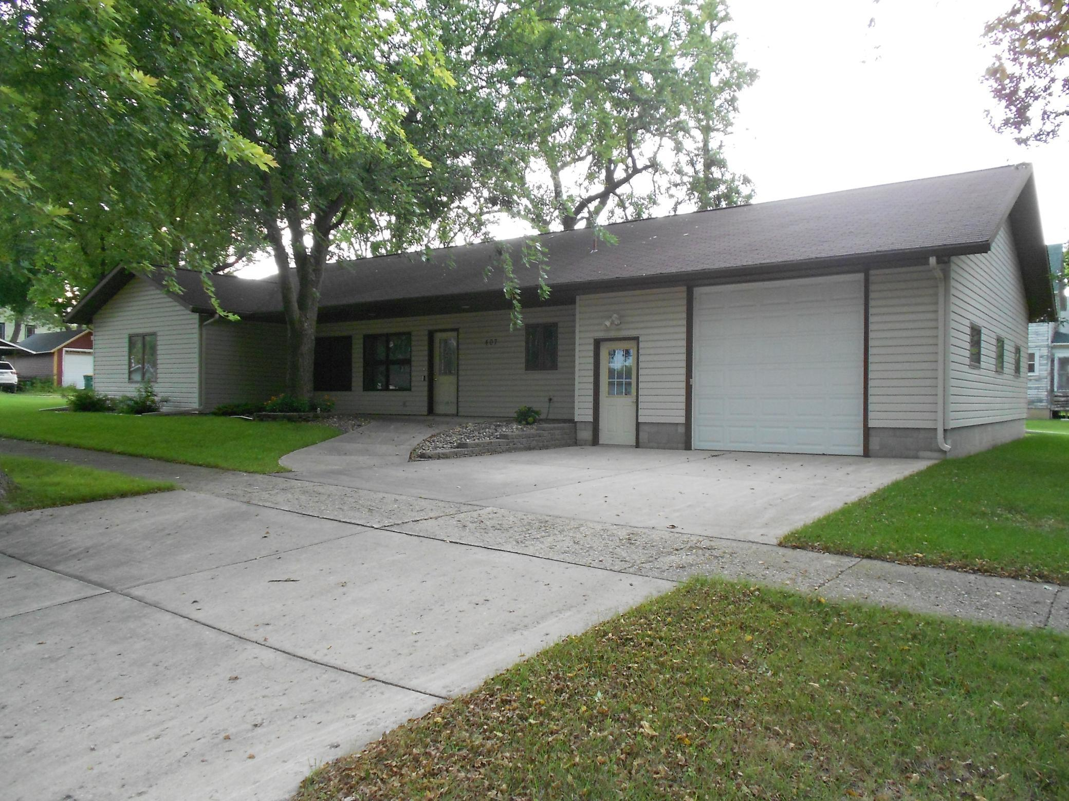 407 4th Avenue N Property Photo - Lakefield, MN real estate listing