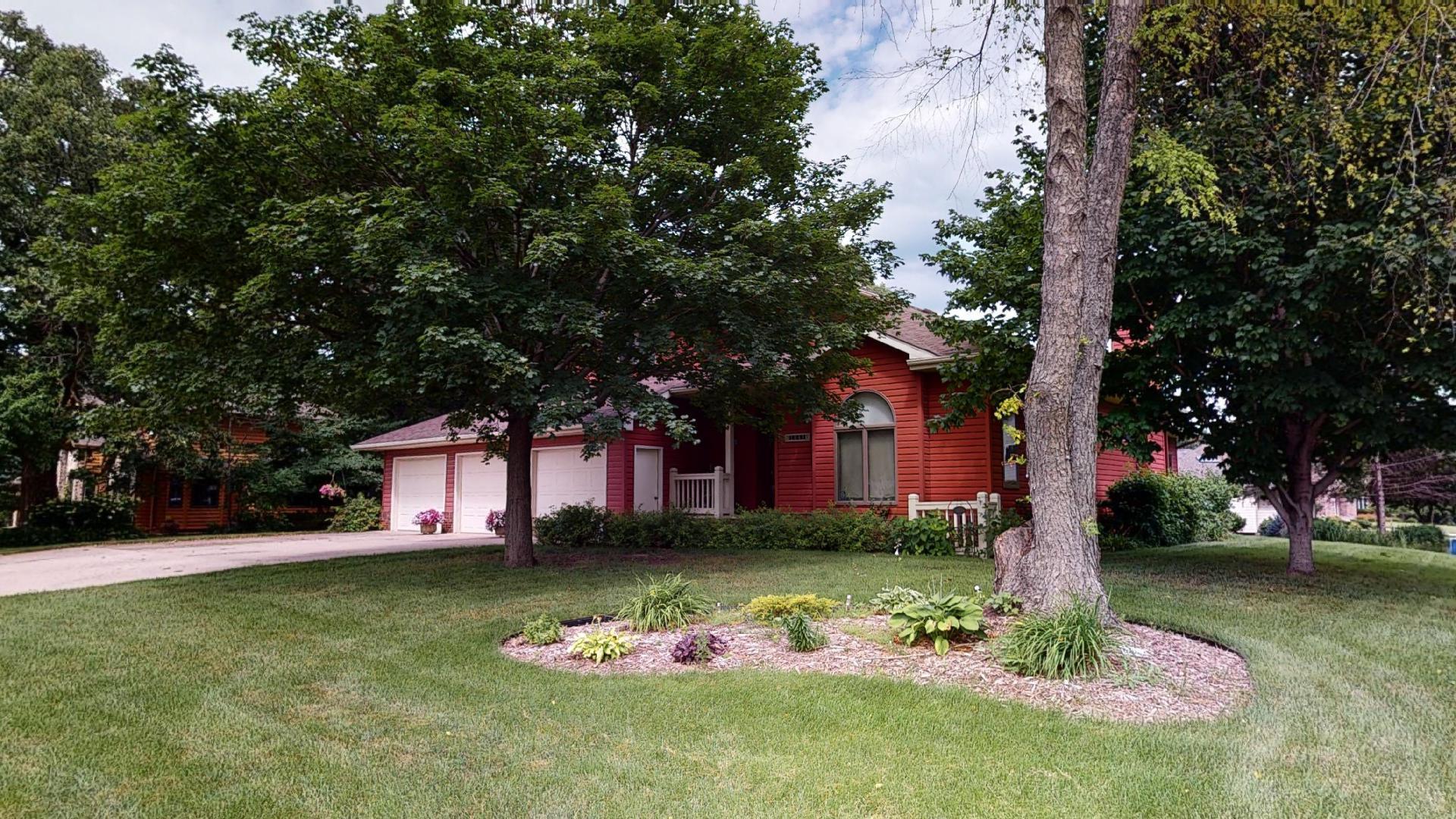 1045 Prairie Lane Ne Property Photo
