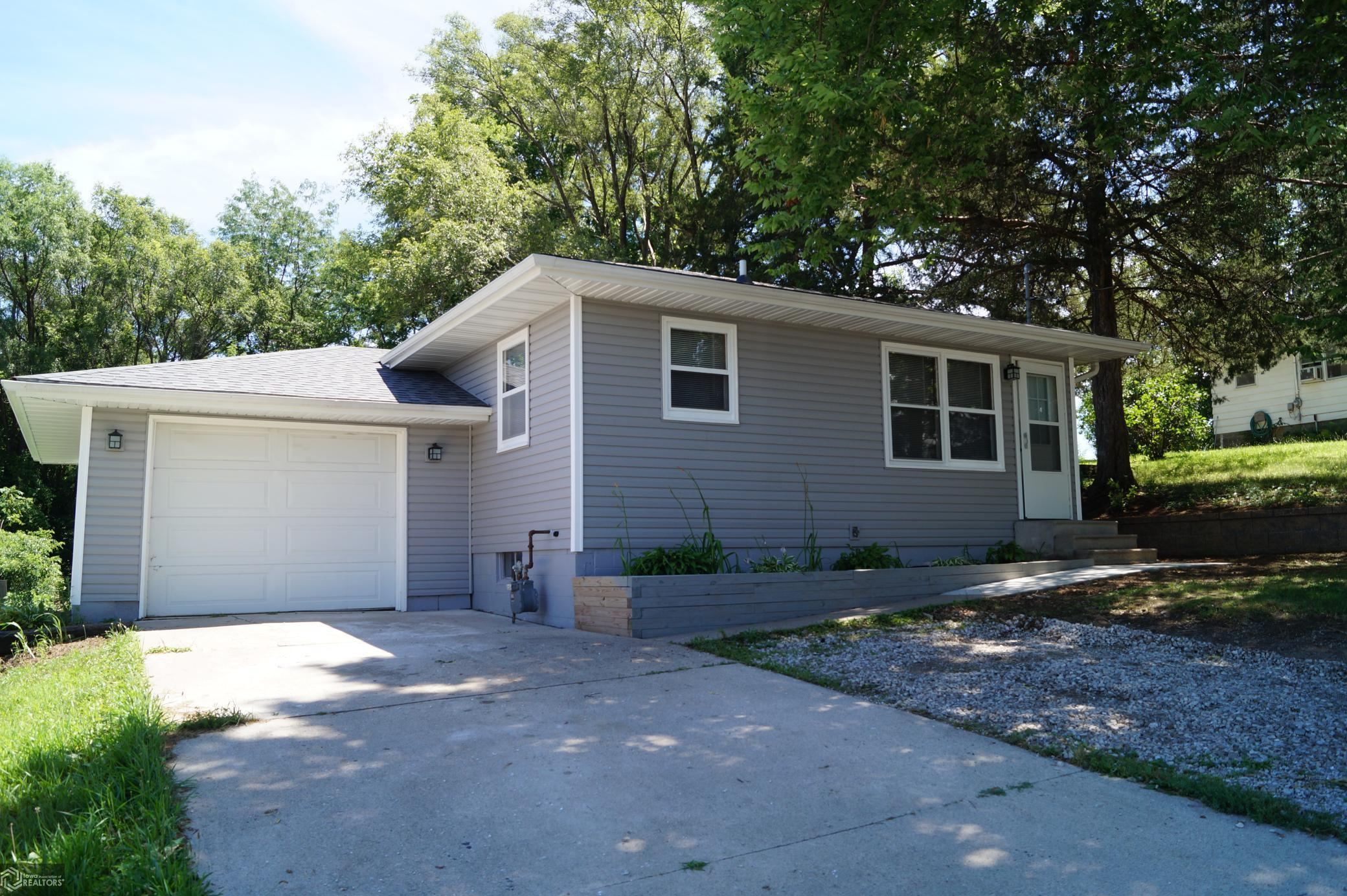 934 1st Street N Property Photo - Newton, IA real estate listing