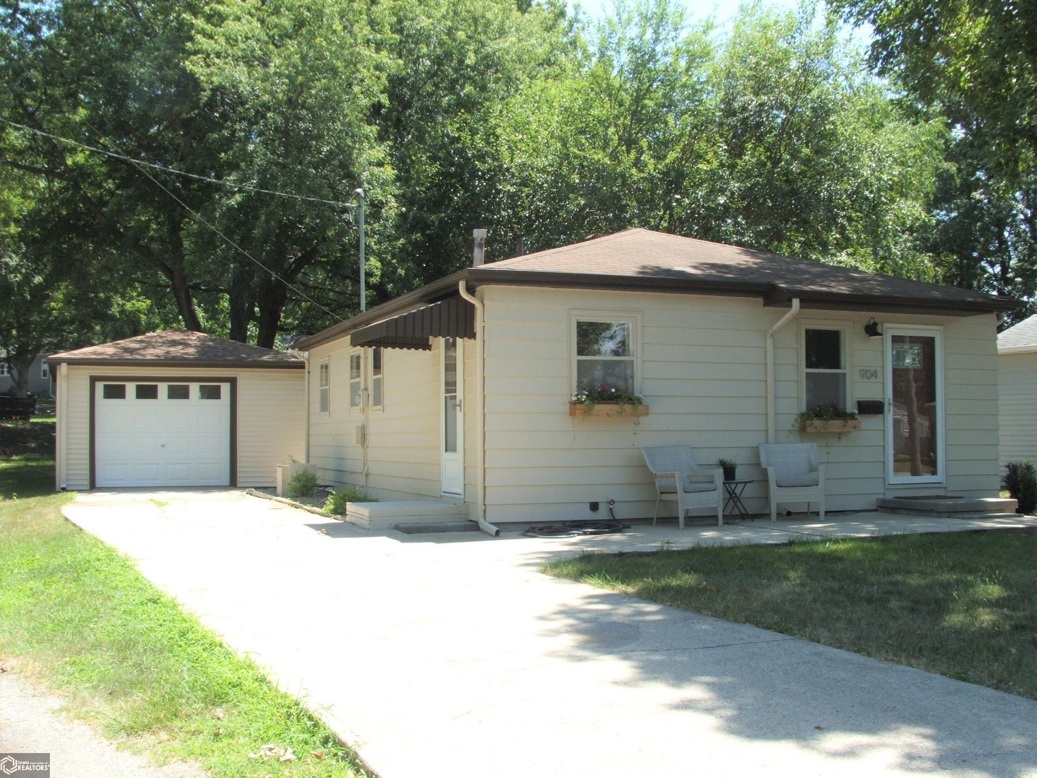 904 Mahogany Property Photo - Atlantic, IA real estate listing