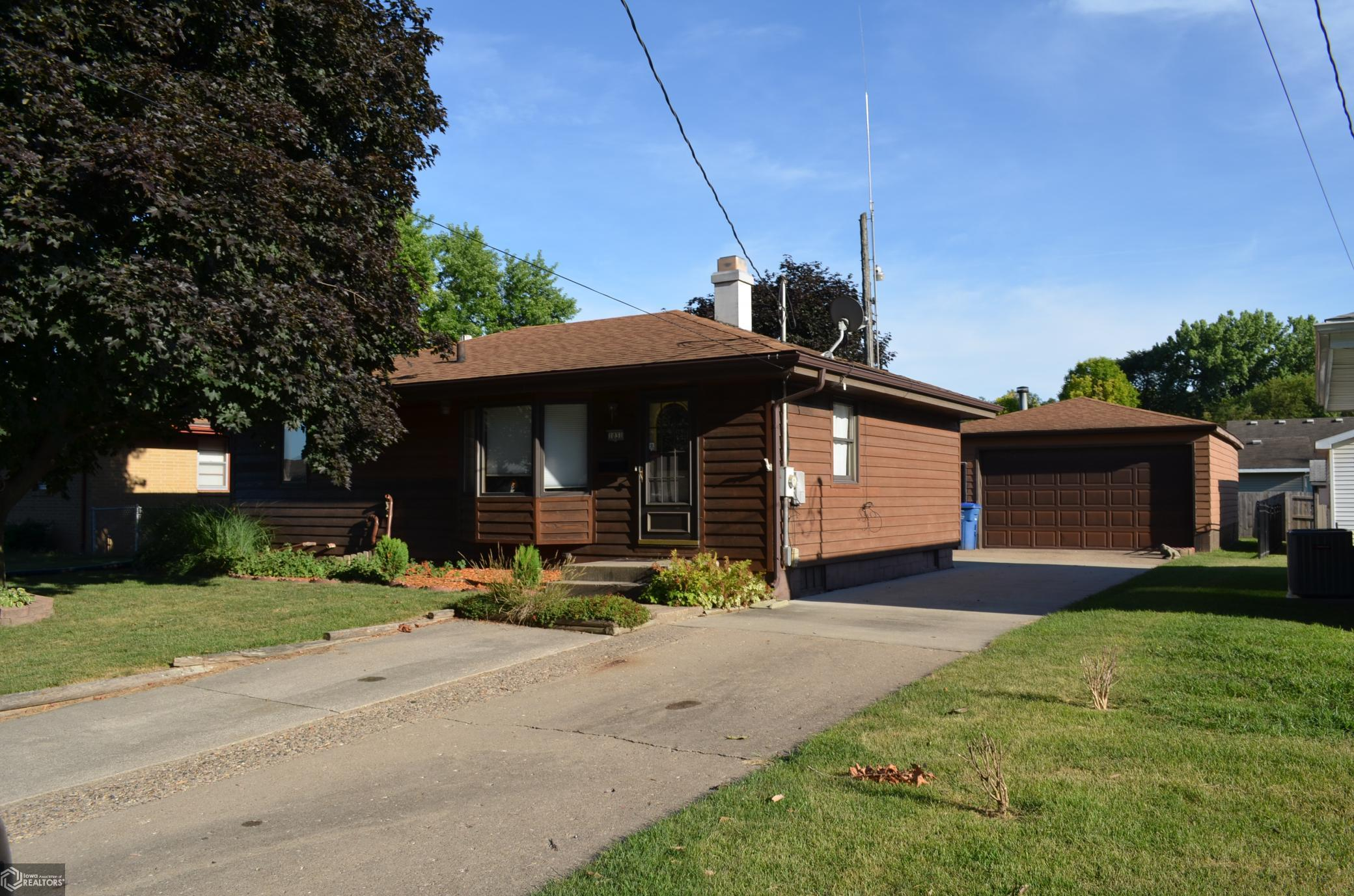 1031 Shawnee Property Photo - Des Moines, IA real estate listing