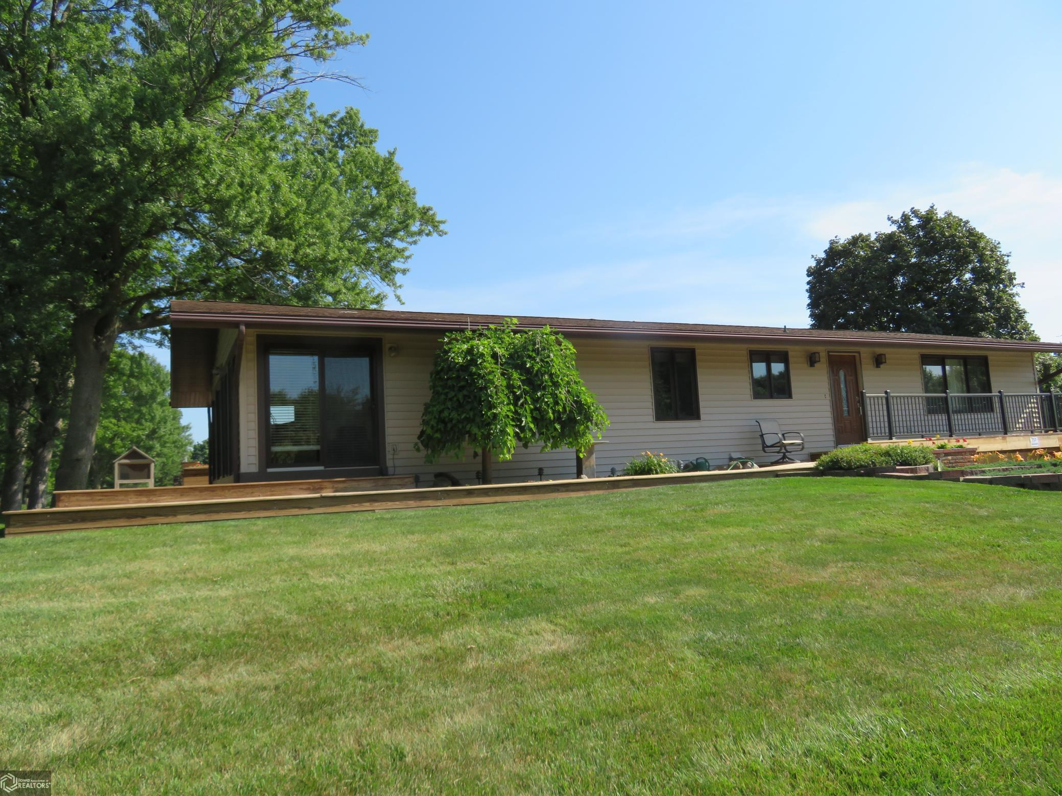 717 Willow Property Photo - Clarion, IA real estate listing