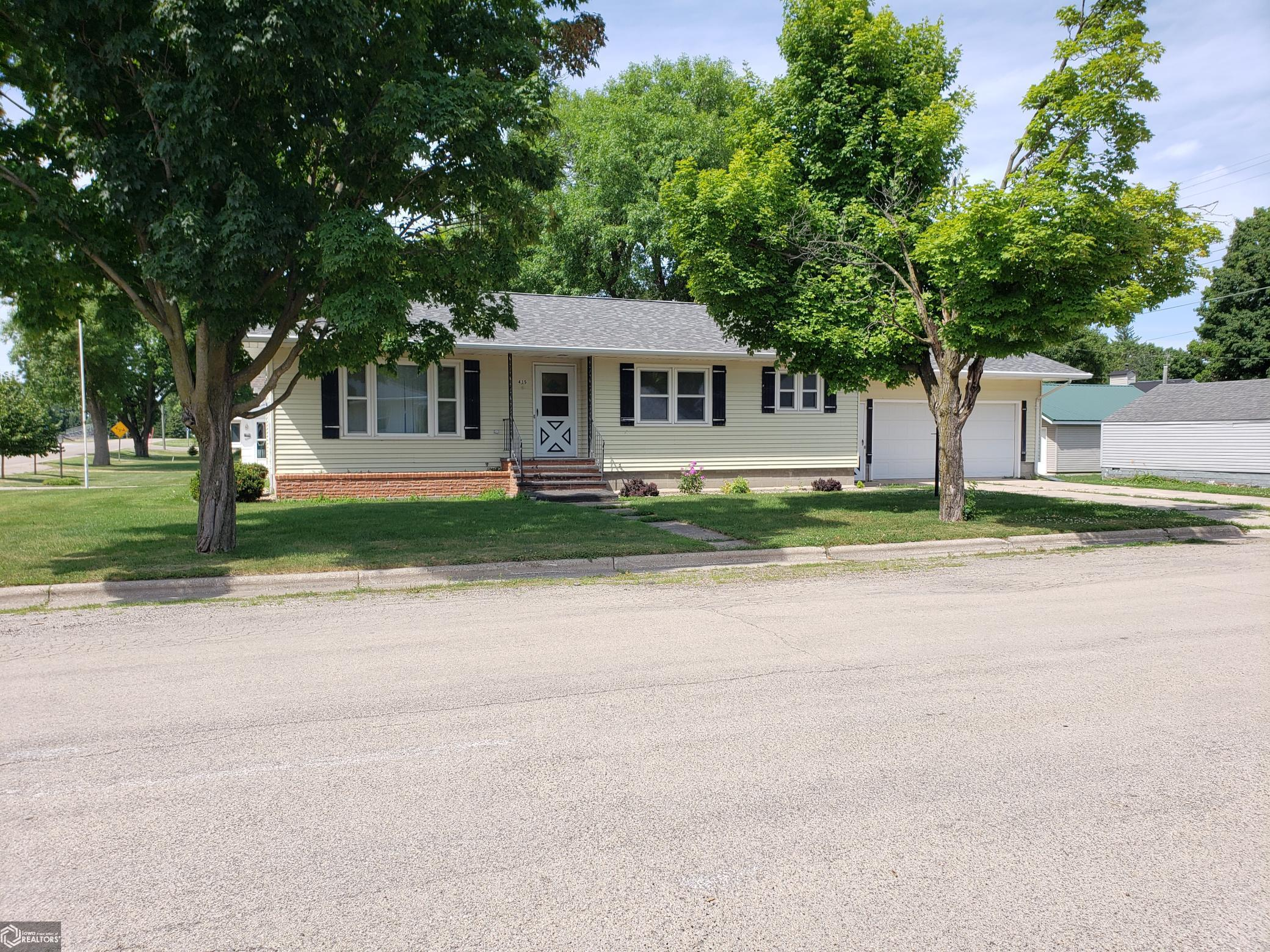415 3rd NW Property Photo - Buffalo Center, IA real estate listing