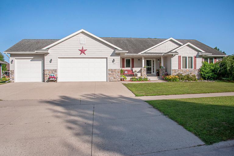 1514 Clark Street Property Photo - Saint Peter, MN real estate listing