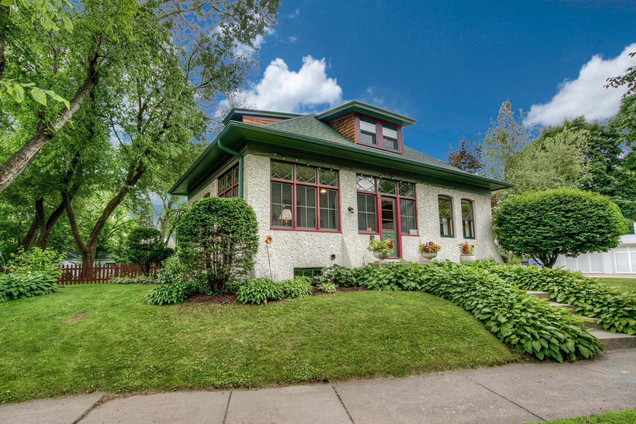 421 W Minnehaha Parkway Property Photo - Minneapolis, MN real estate listing