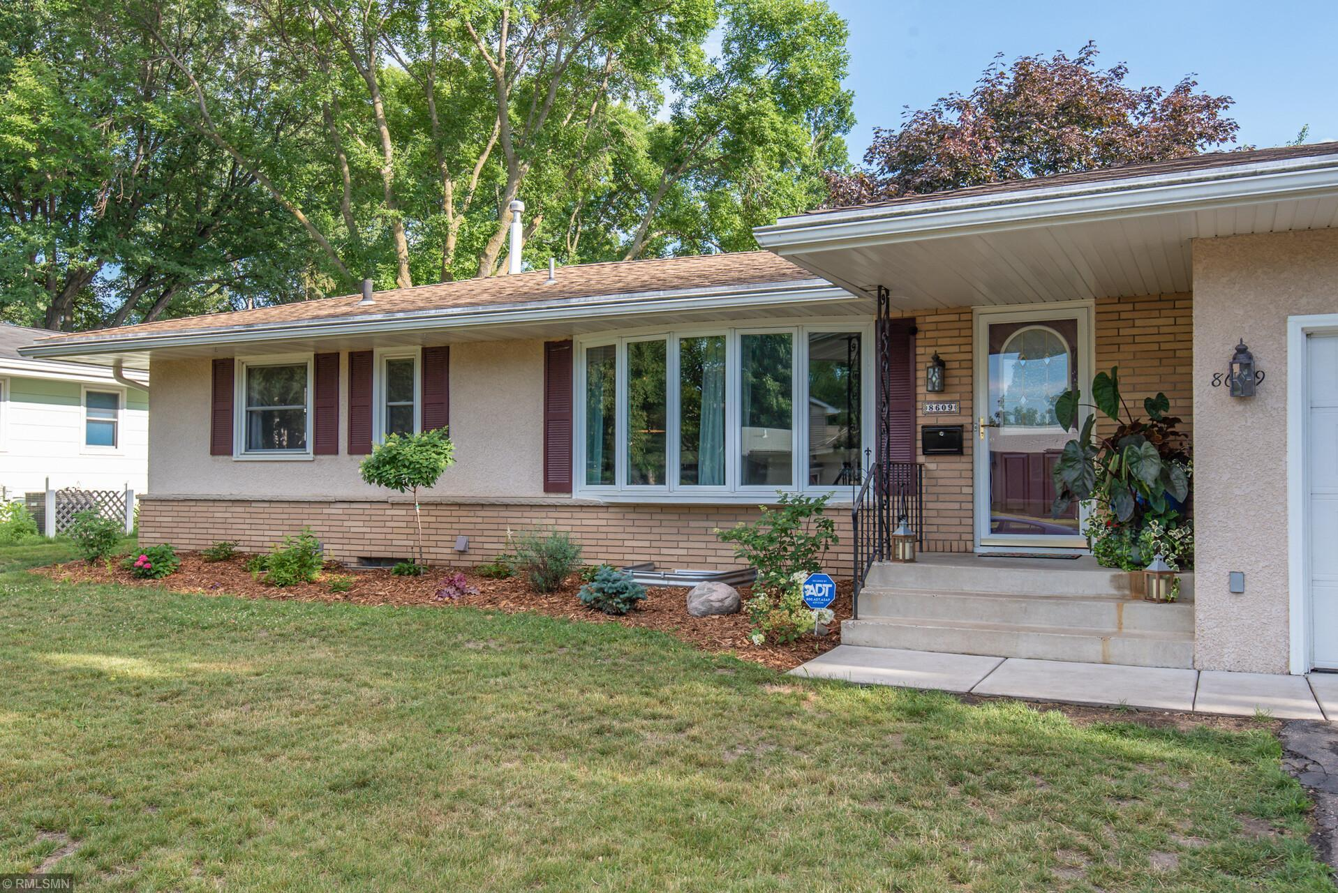 8609 40th Avenue N Property Photo - New Hope, MN real estate listing