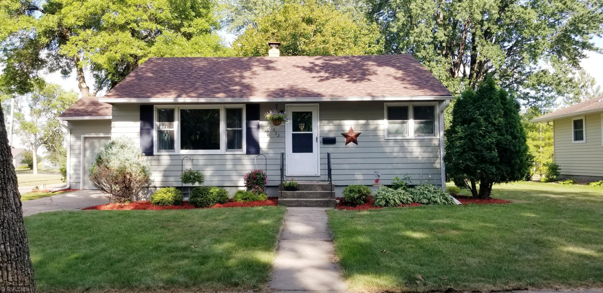 1622 Knight Avenue N Property Photo - Glencoe, MN real estate listing