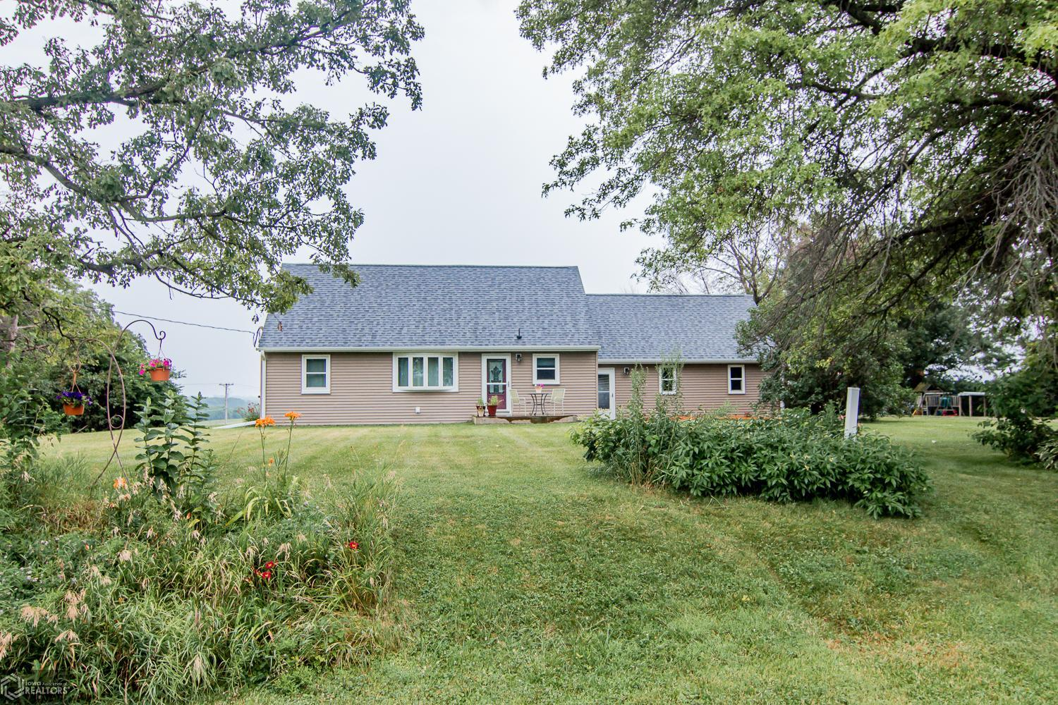 2452 32nd N Property Photo - Newton, IA real estate listing