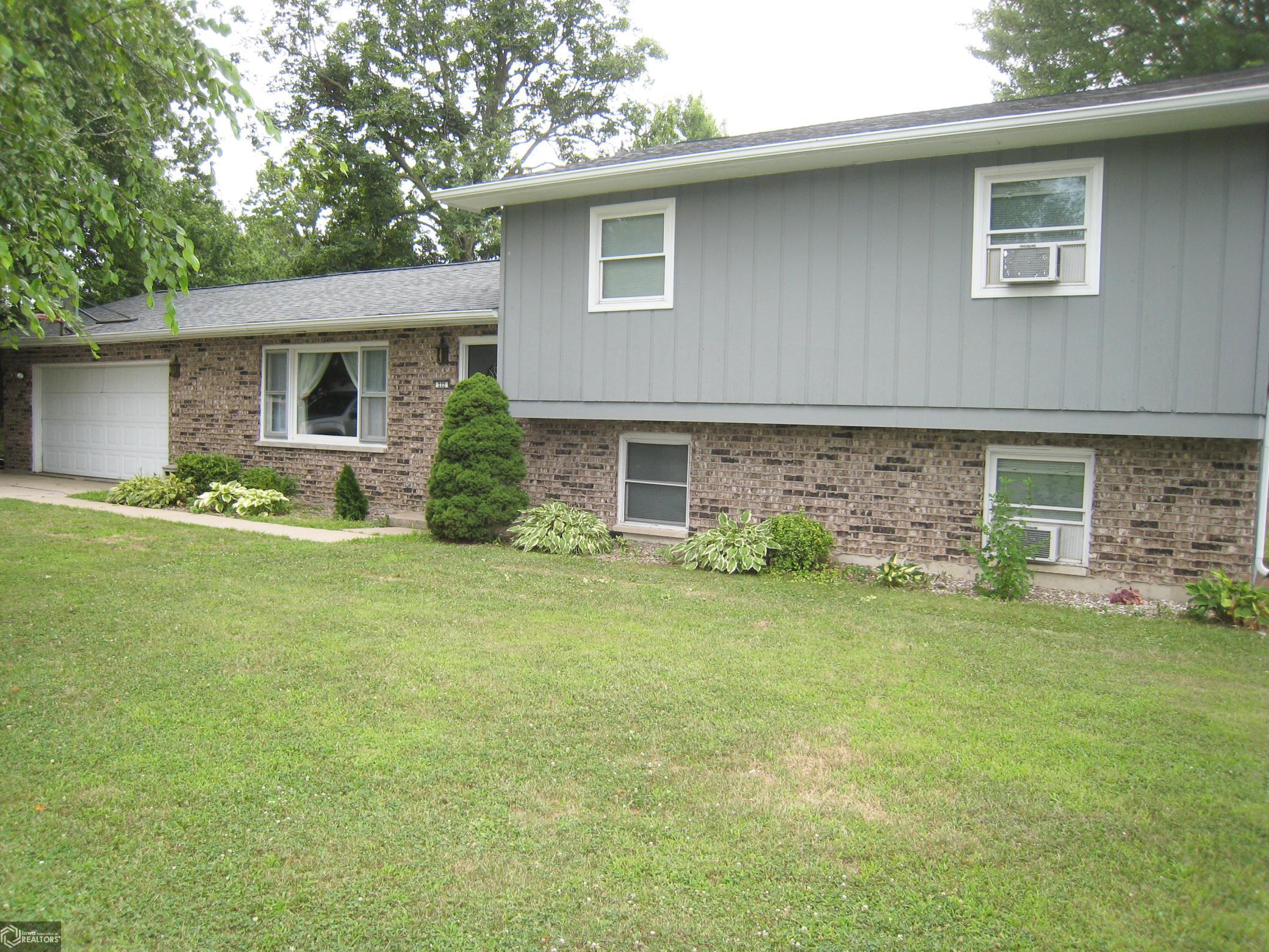 222 Jamar Court Property Photo - Hamilton, IL real estate listing