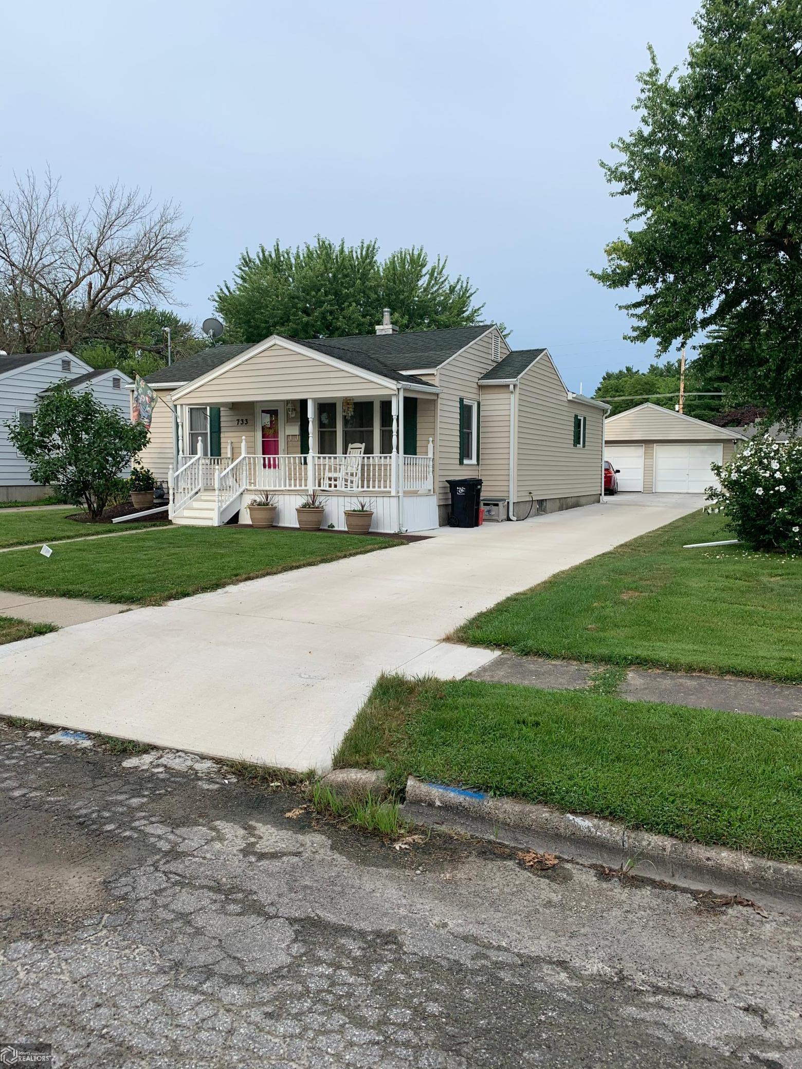 733 Grace Property Photo - Ottumwa, IA real estate listing