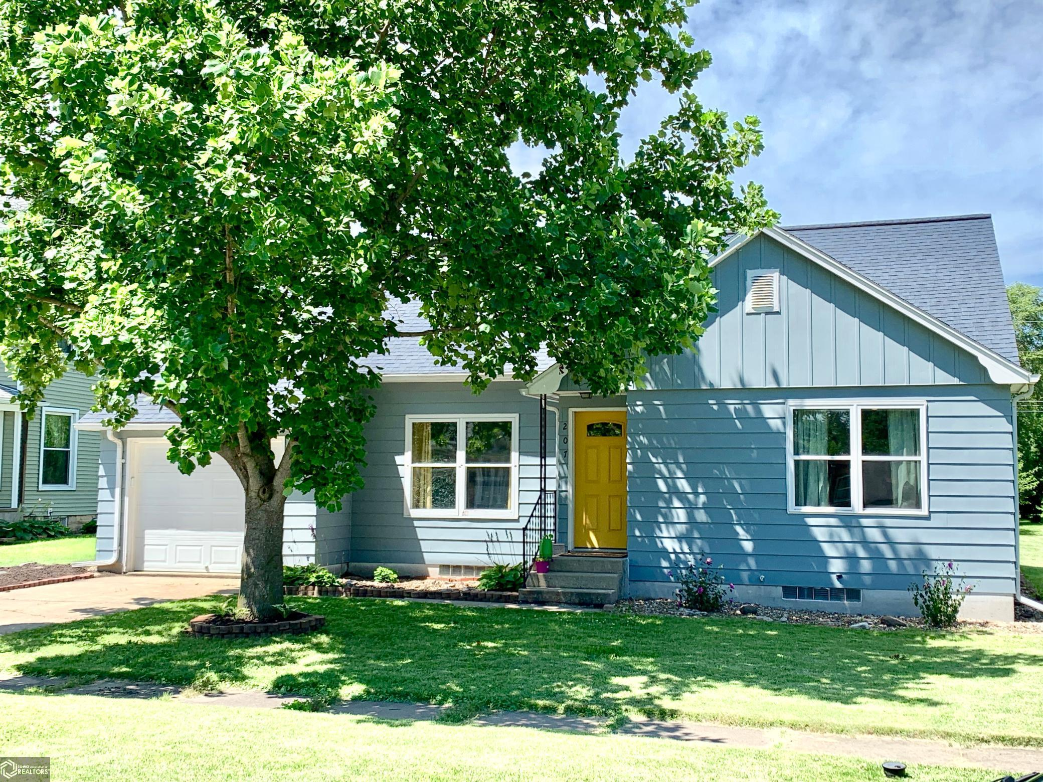 207 Center Property Photo - Winfield, IA real estate listing