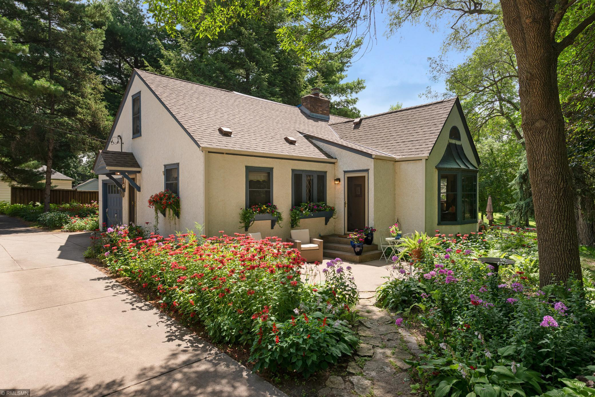 1550 E Shore Drive Property Photo - Saint Paul, MN real estate listing