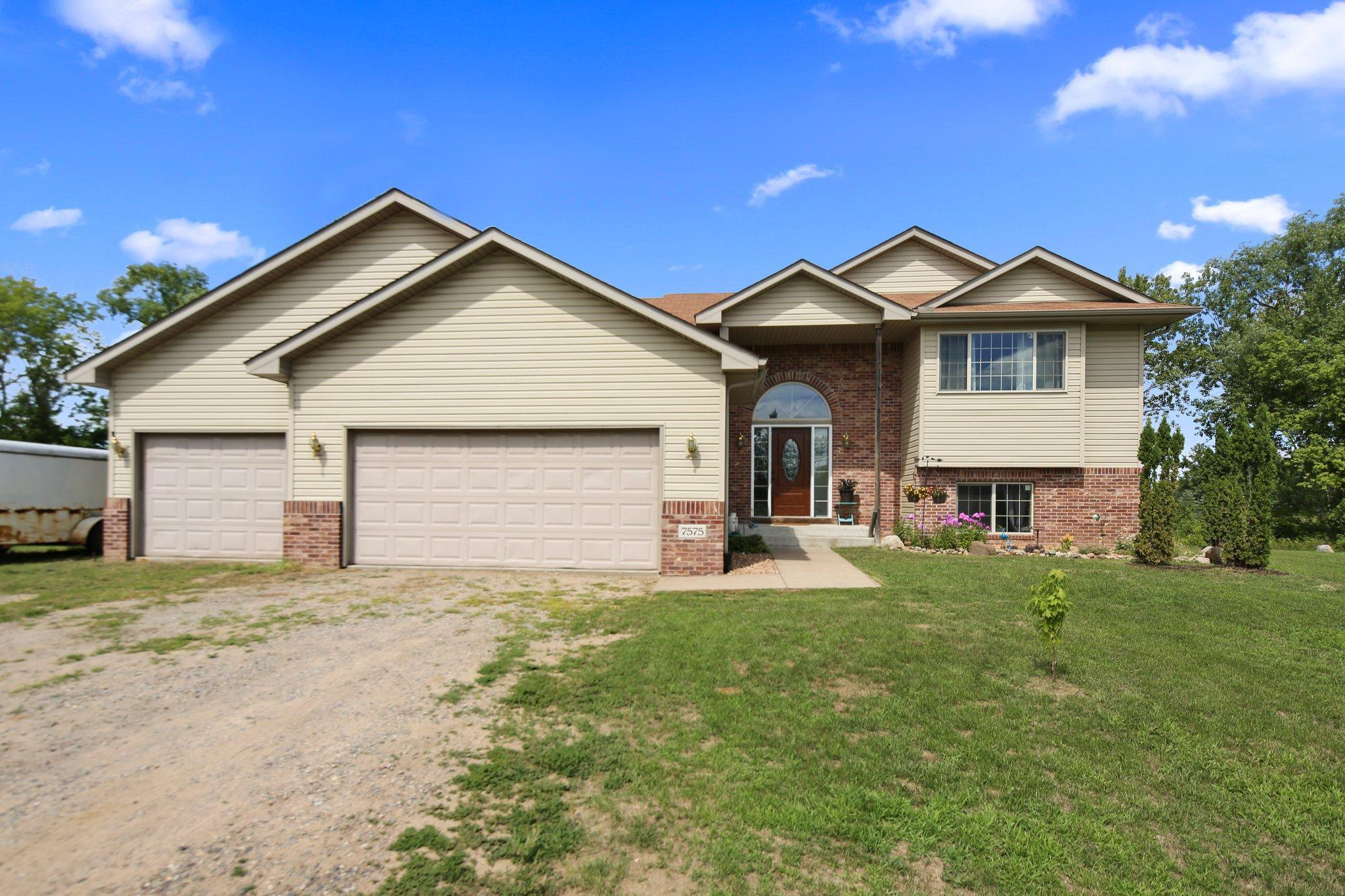 7575 370th Court NW Property Photo - Dalbo, MN real estate listing