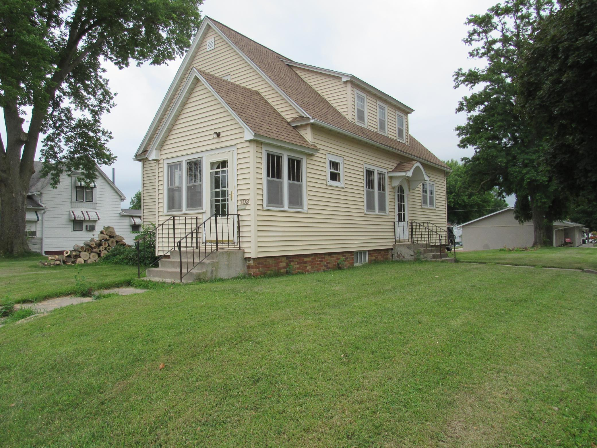 302 S Broadway Property Photo - Wells, MN real estate listing
