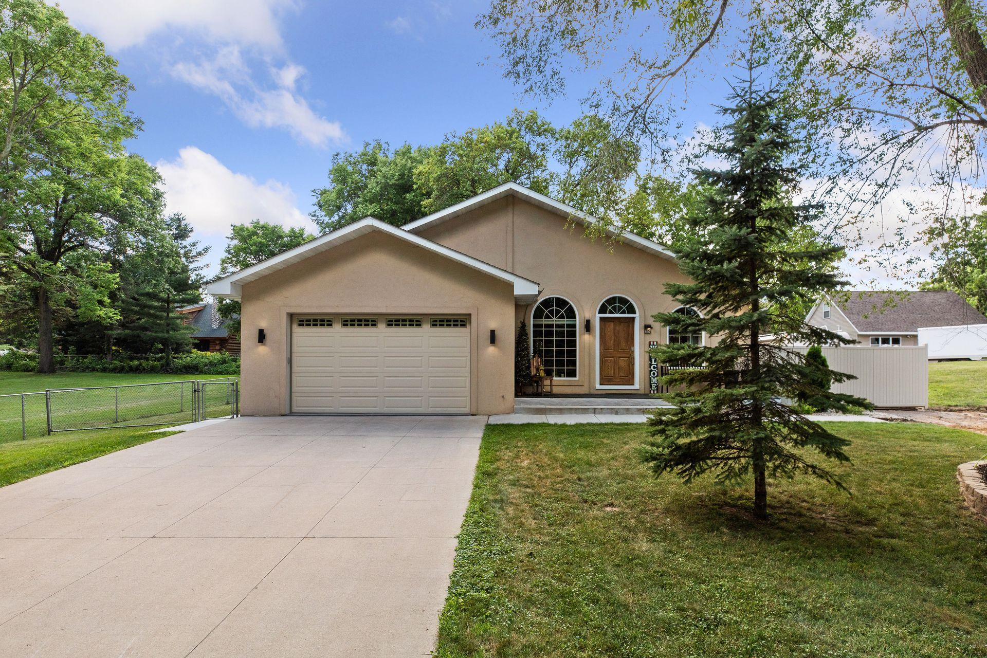 1421 Rhode Island Avenue N Property Photo - Golden Valley, MN real estate listing