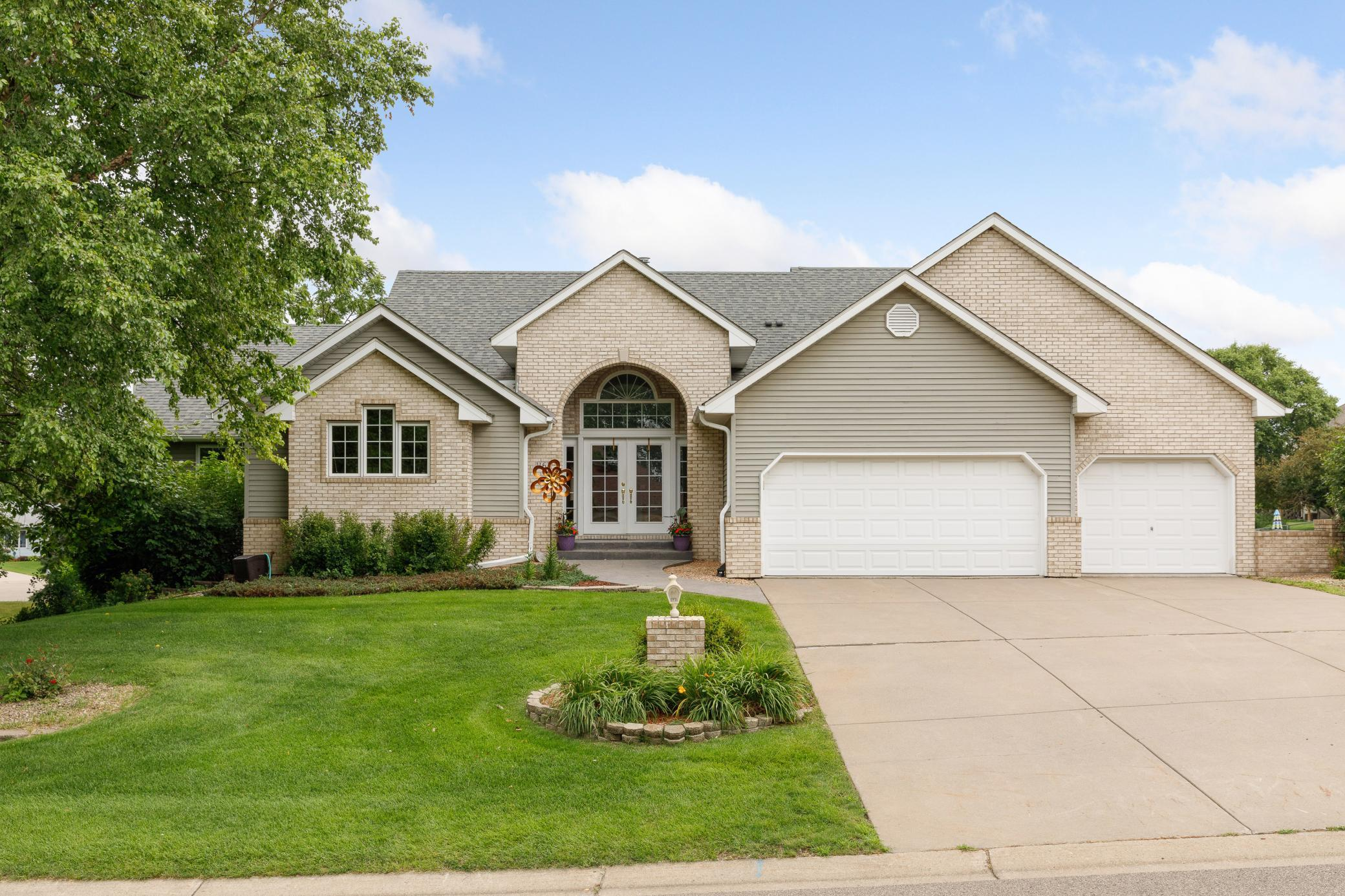 1162 Lakewood Drive S Property Photo - Maplewood, MN real estate listing