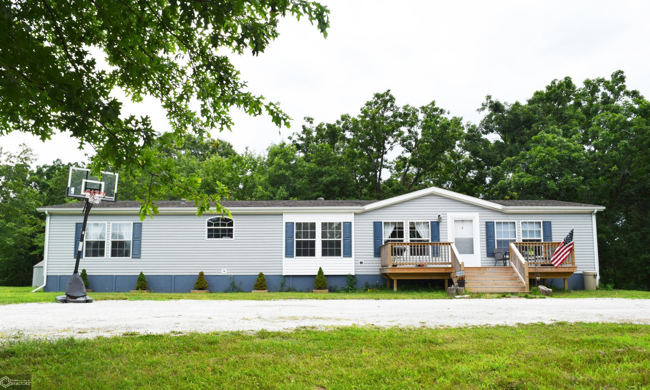 2216 32nd Property Photo - Fairfield, IA real estate listing