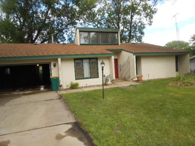 757 Des Moines Drive Property Photo - Windom, MN real estate listing