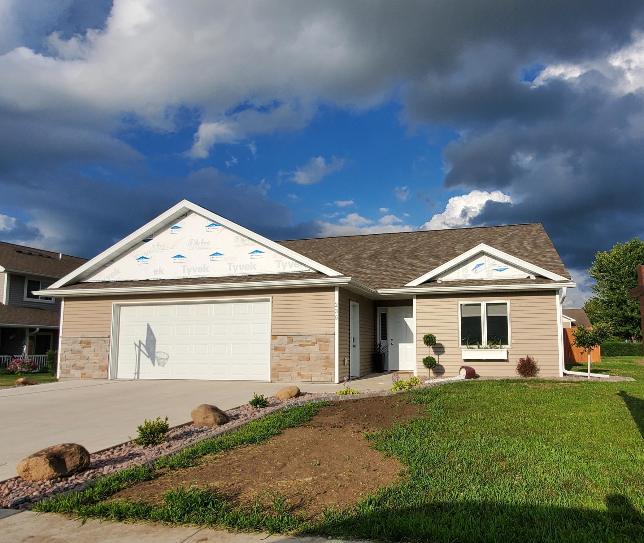 235 7th NE Property Photo - Plainview, MN real estate listing