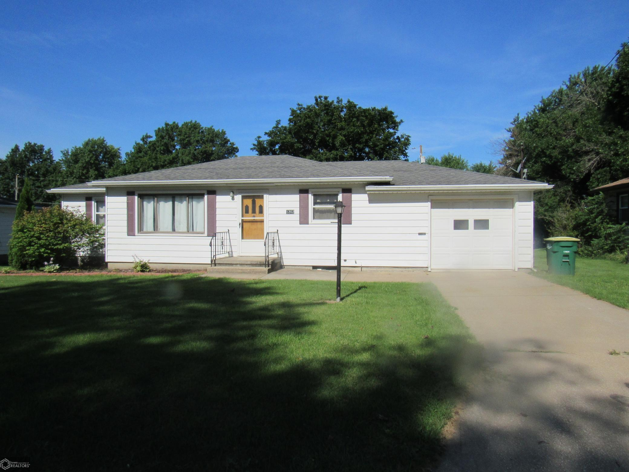 1202 Cherry Property Photo - Creston, IA real estate listing