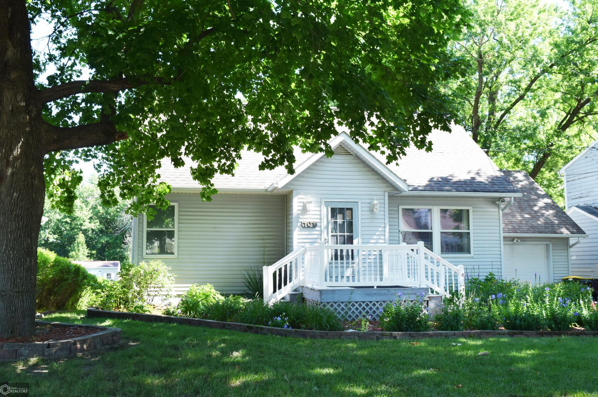 101 Wilson Property Photo - Fairfield, IA real estate listing