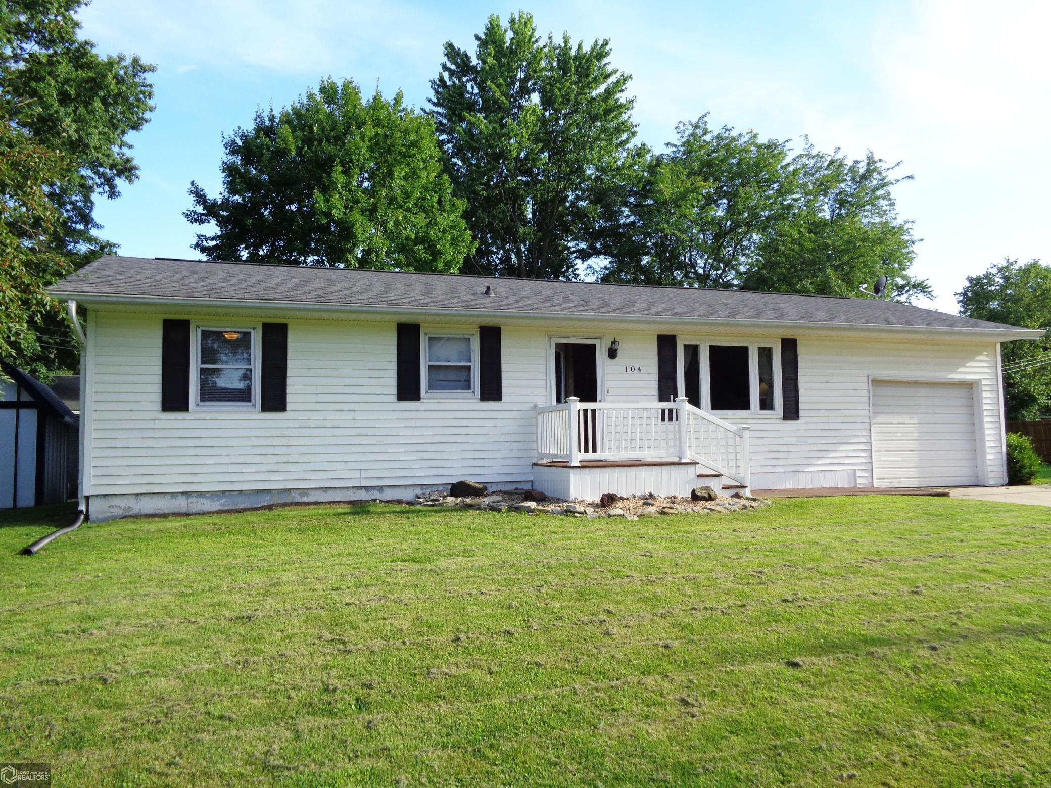 104 chestnut Property Photo - Donnellson, IA real estate listing