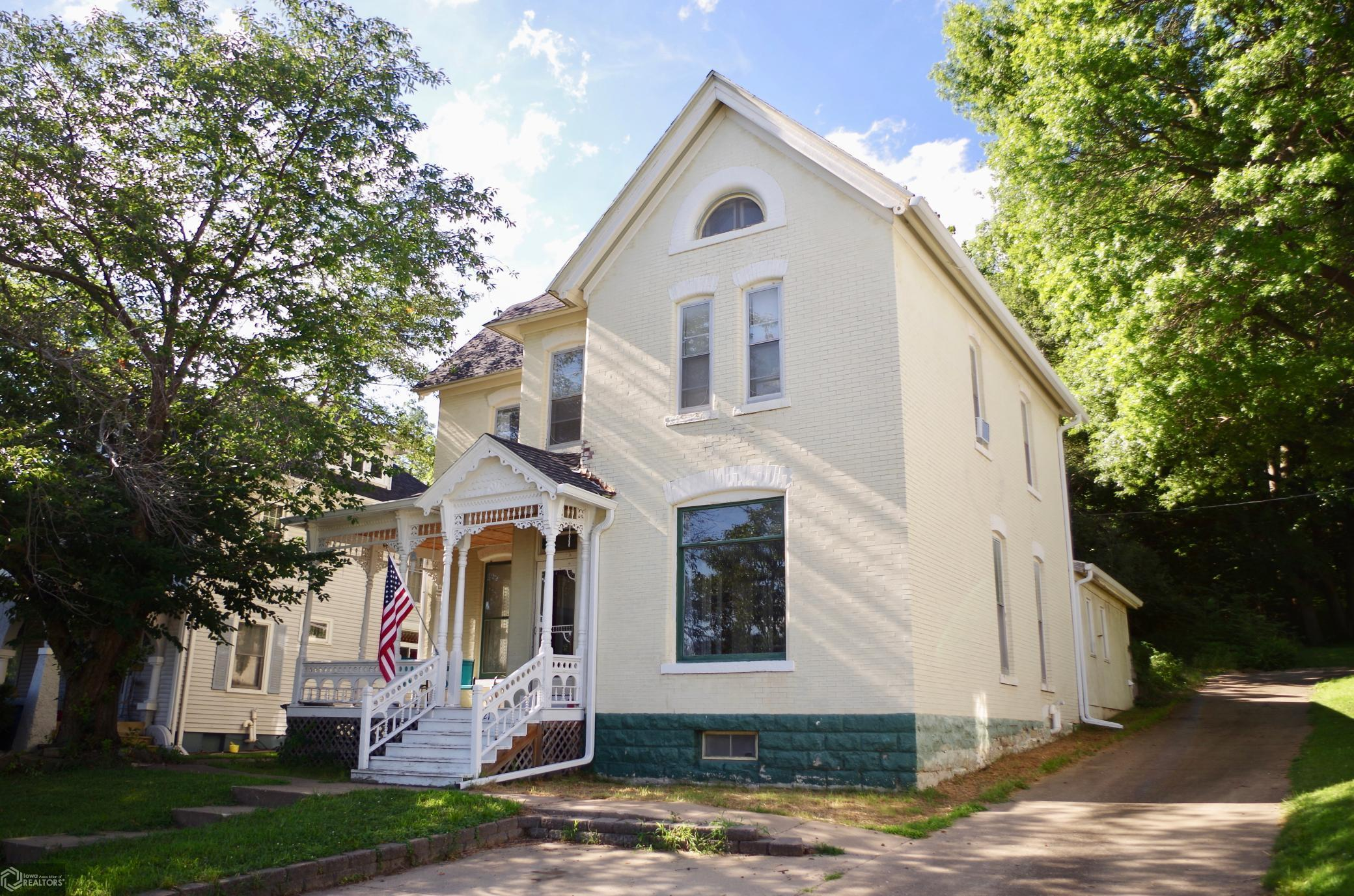 1121 Avenue C Property Photo - Fort Madison, IA real estate listing
