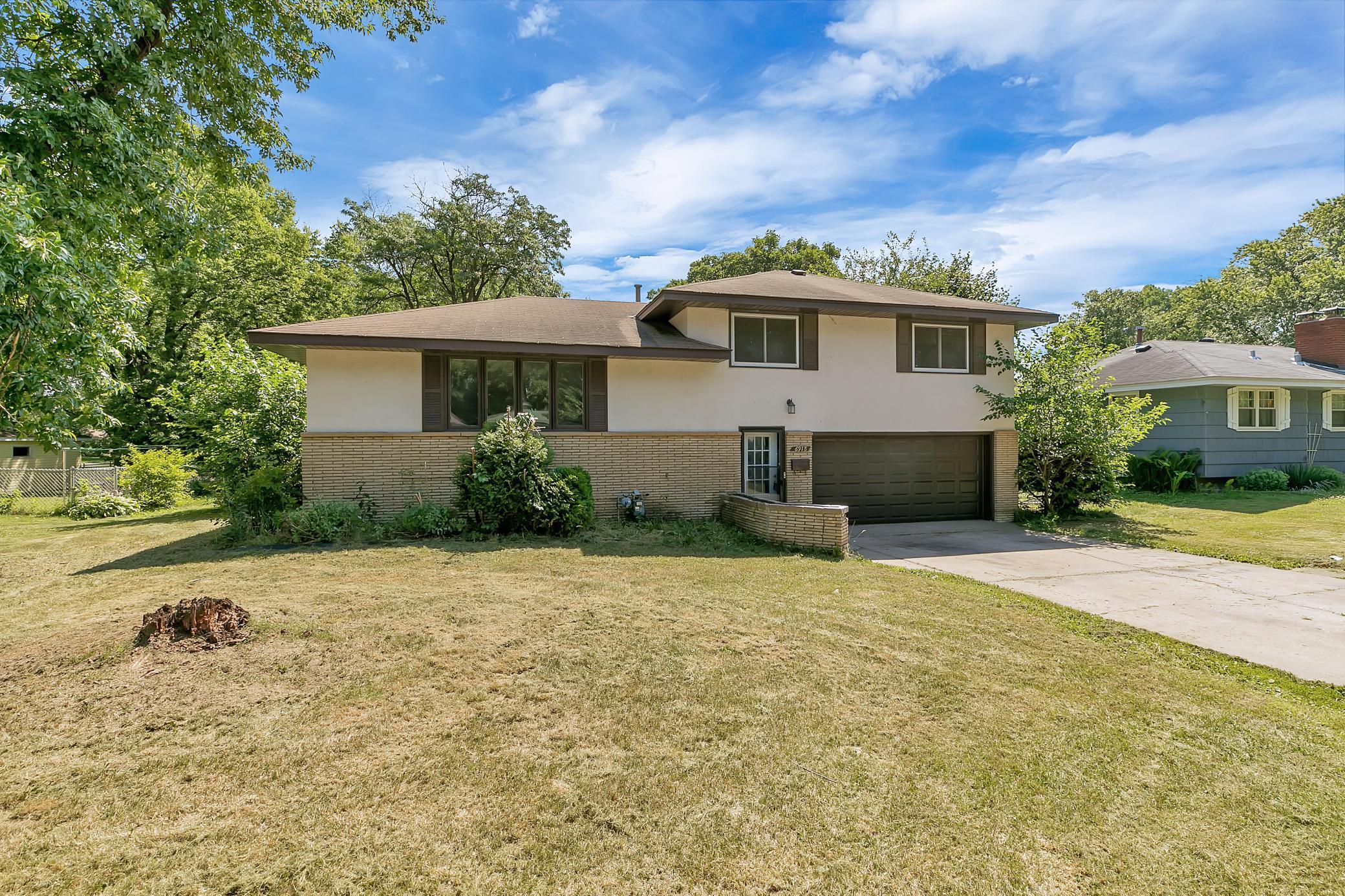 6918 Toledo Avenue N Property Photo