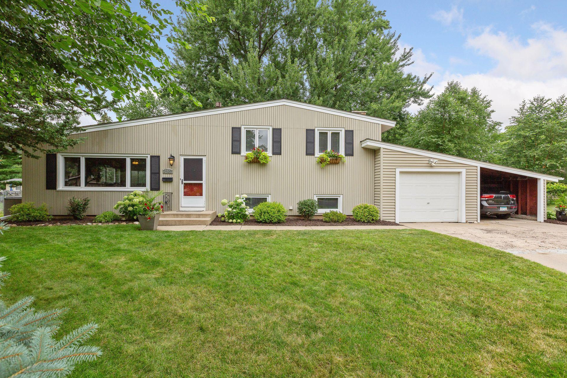 2820 Overlook Drive Property Photo - Bloomington, MN real estate listing