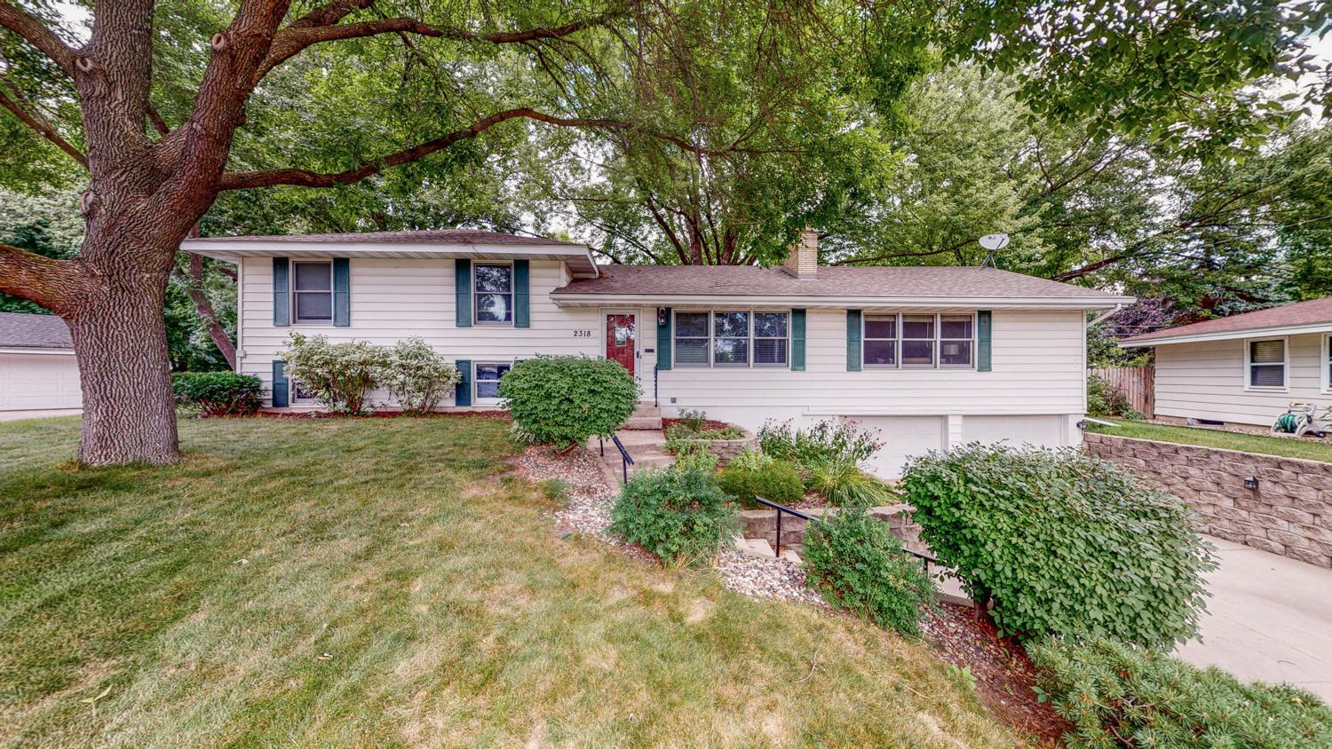 2318 Tower View Circle Property Photo - Bloomington, MN real estate listing