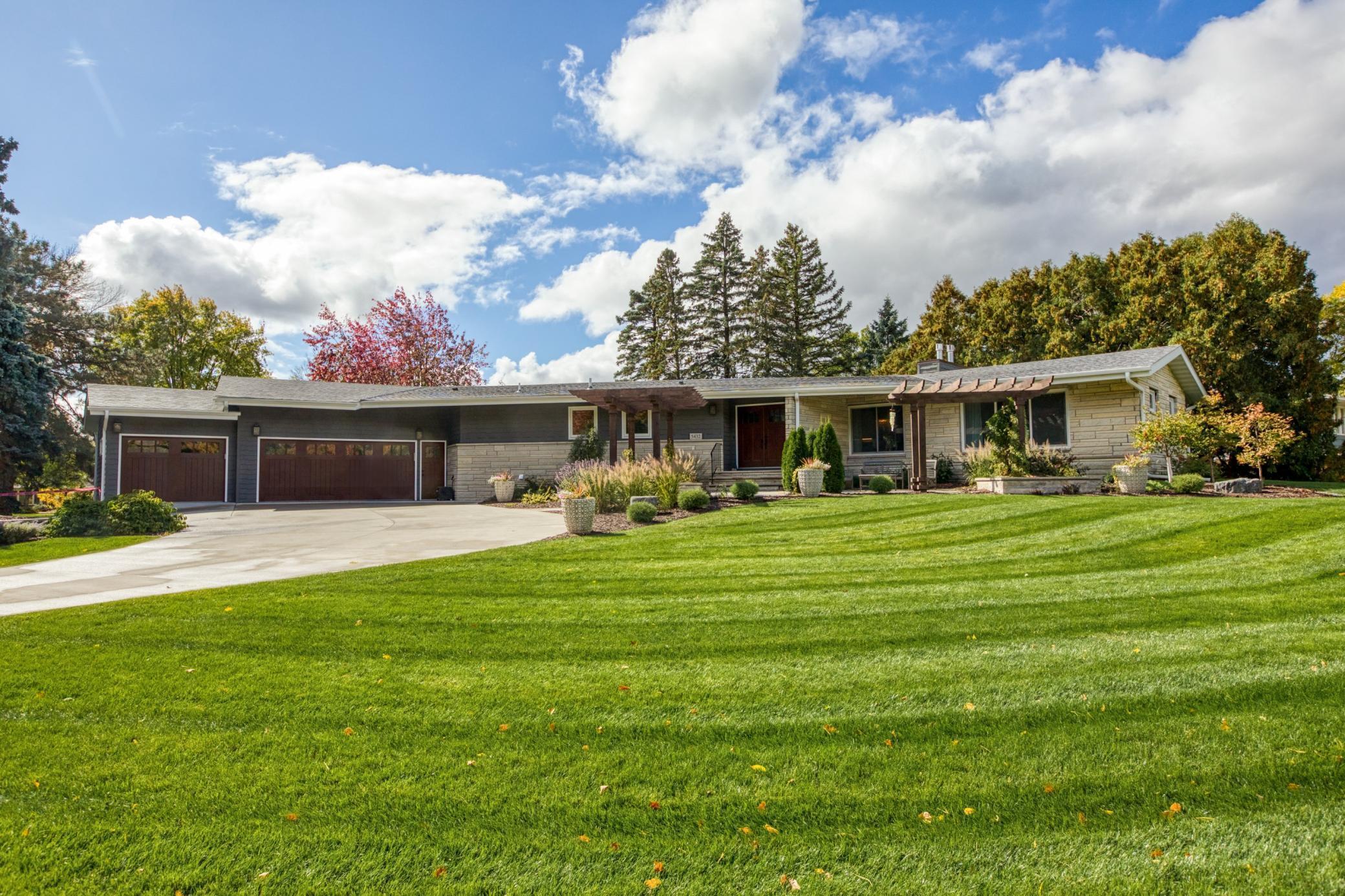 5432 Highwood Drive W Property Photo