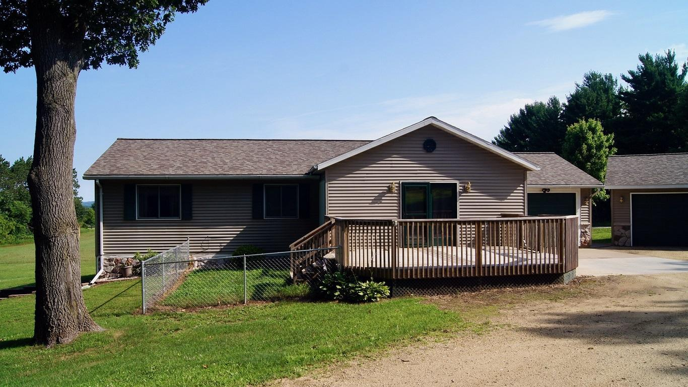 W5066 Maple Ridge Lane Property Photo - Durand Twp, WI real estate listing