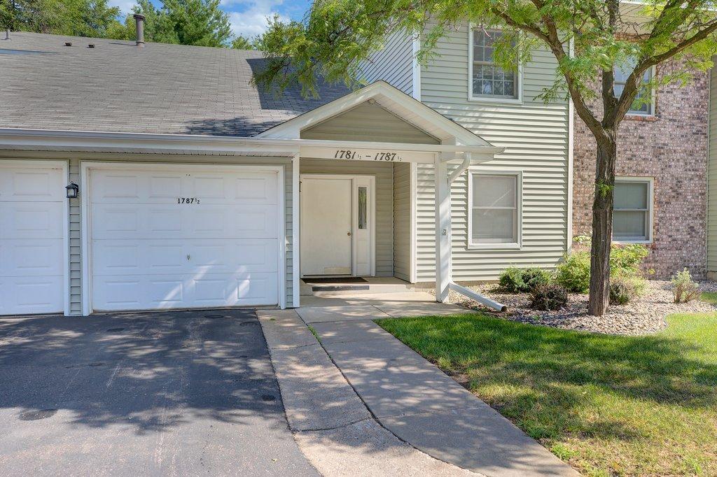 Lake Grove Condo Real Estate Listings Main Image
