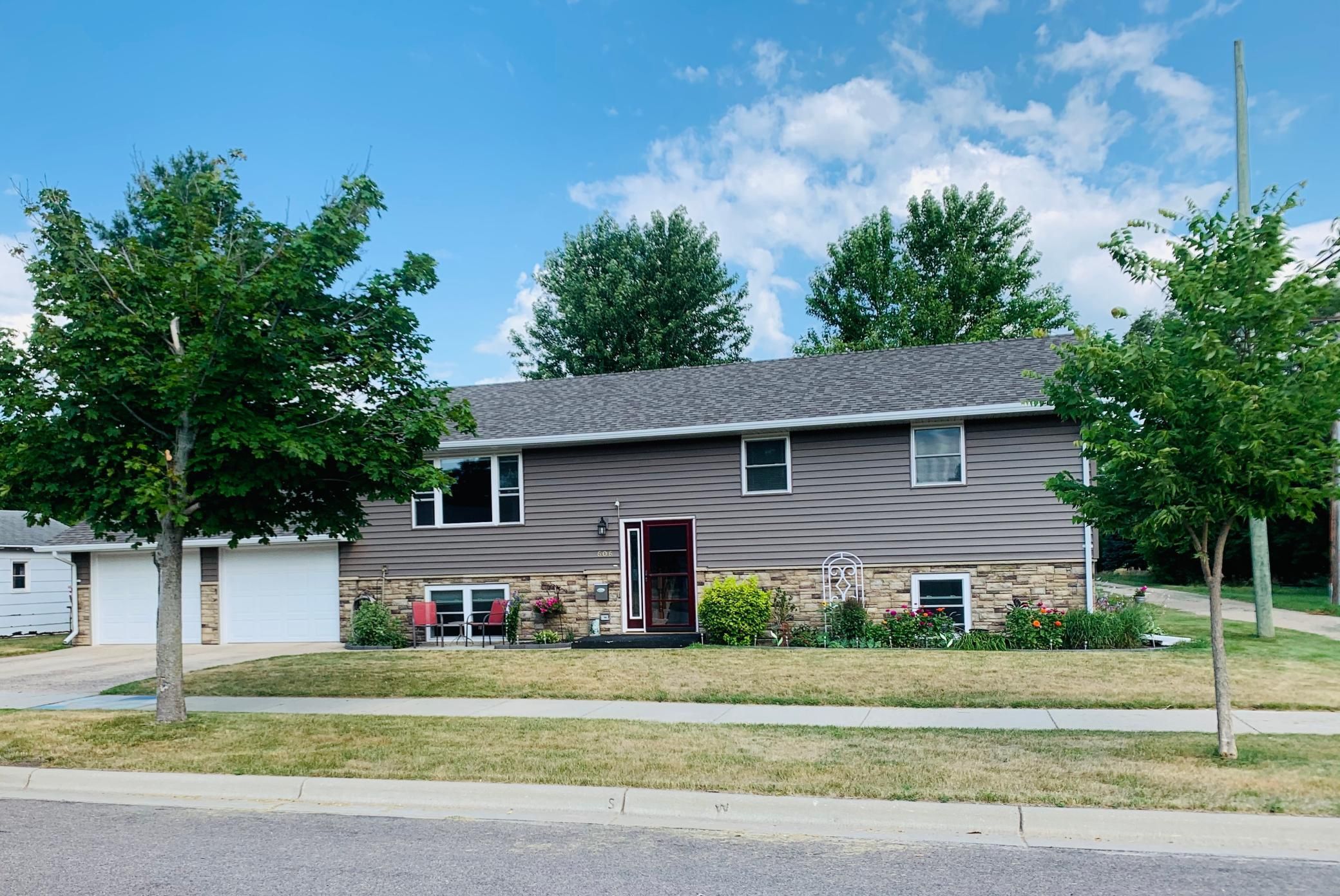 606 Lyon Avenue N Property Photo - Canby, MN real estate listing