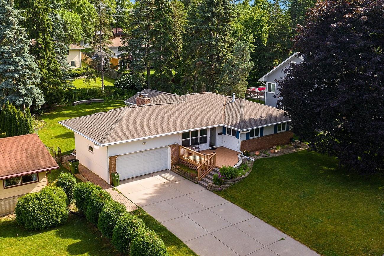 2909 Hilldale Avenue NE Property Photo - Saint Anthony, MN real estate listing