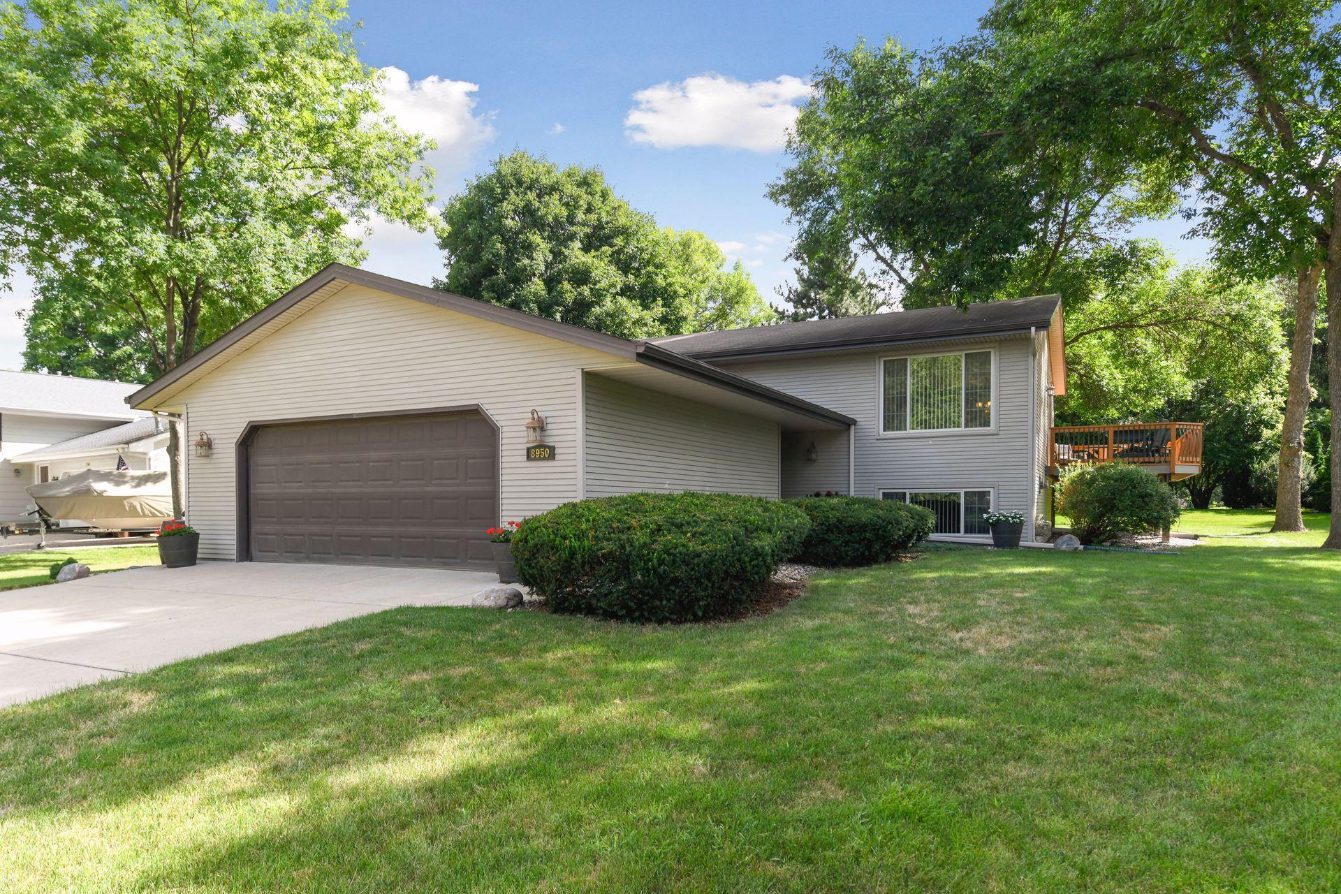 8950 Hilltop Drive Property Photo - Saint Bonifacius, MN real estate listing